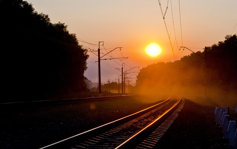 так, картинки поезда на закате как это известно