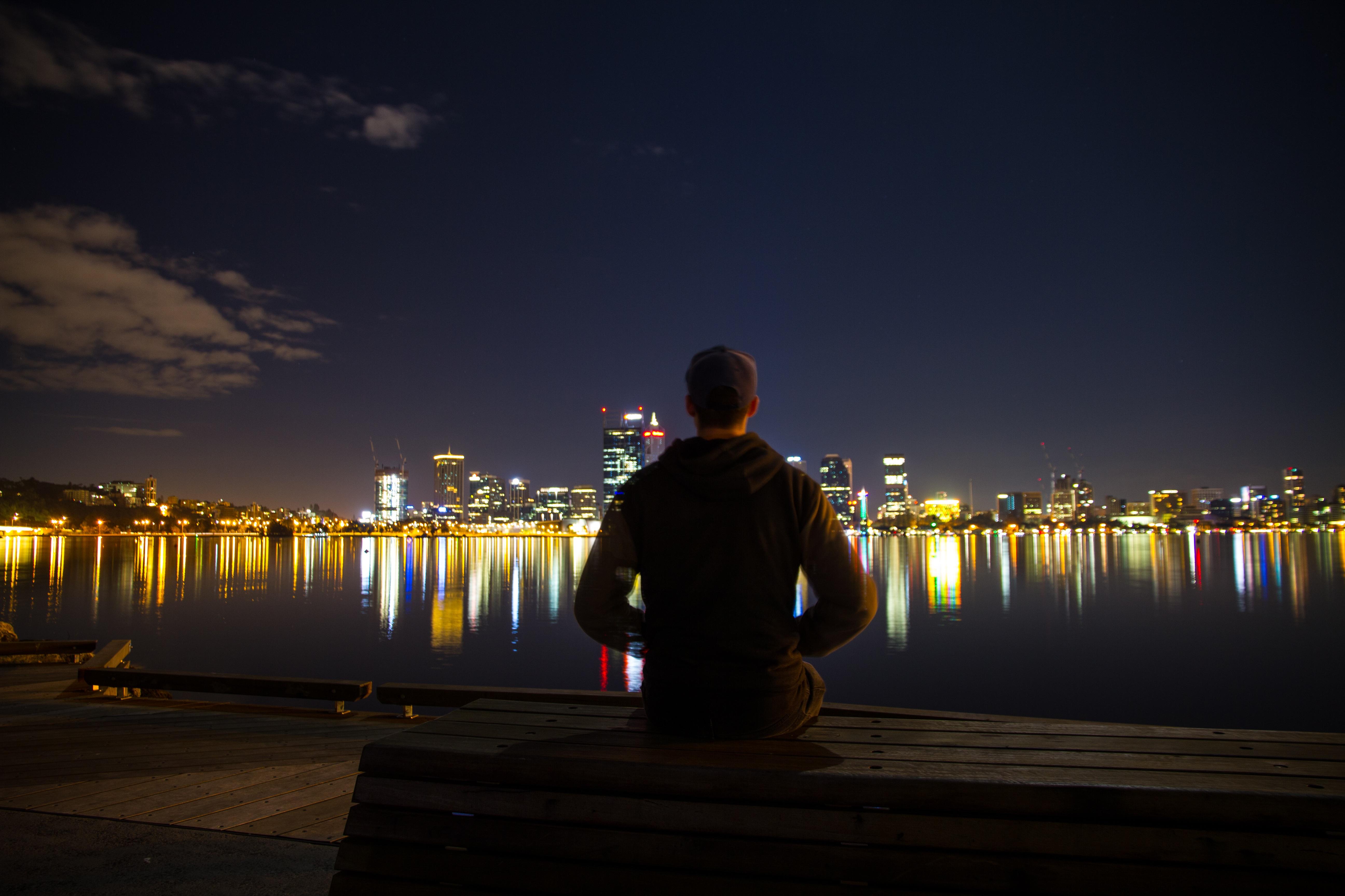 камер транслируются парень на ночь фото вареном раке