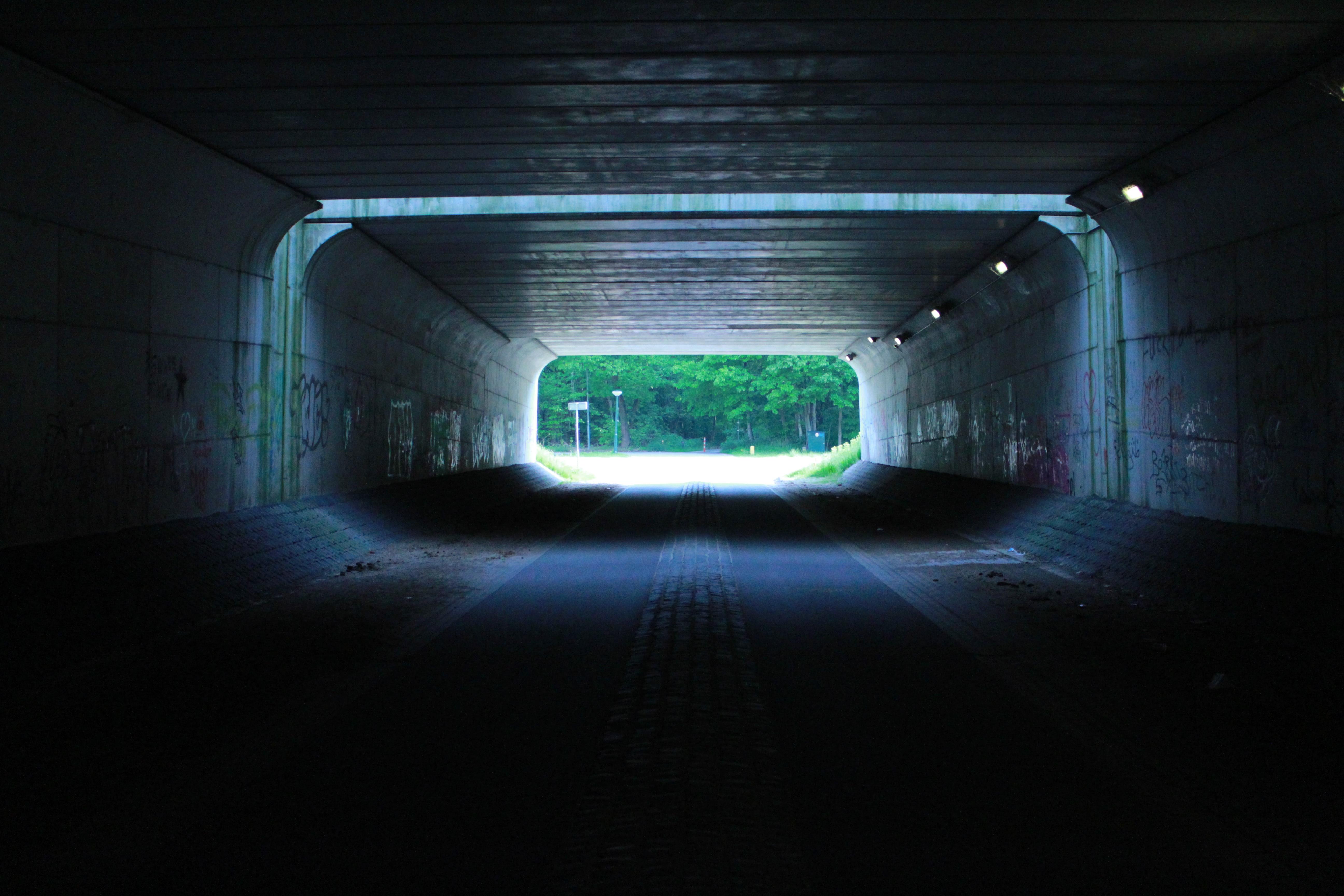 Gratis Afbeeldingen : licht, tunnel, metro, duisternis, verlichting ...