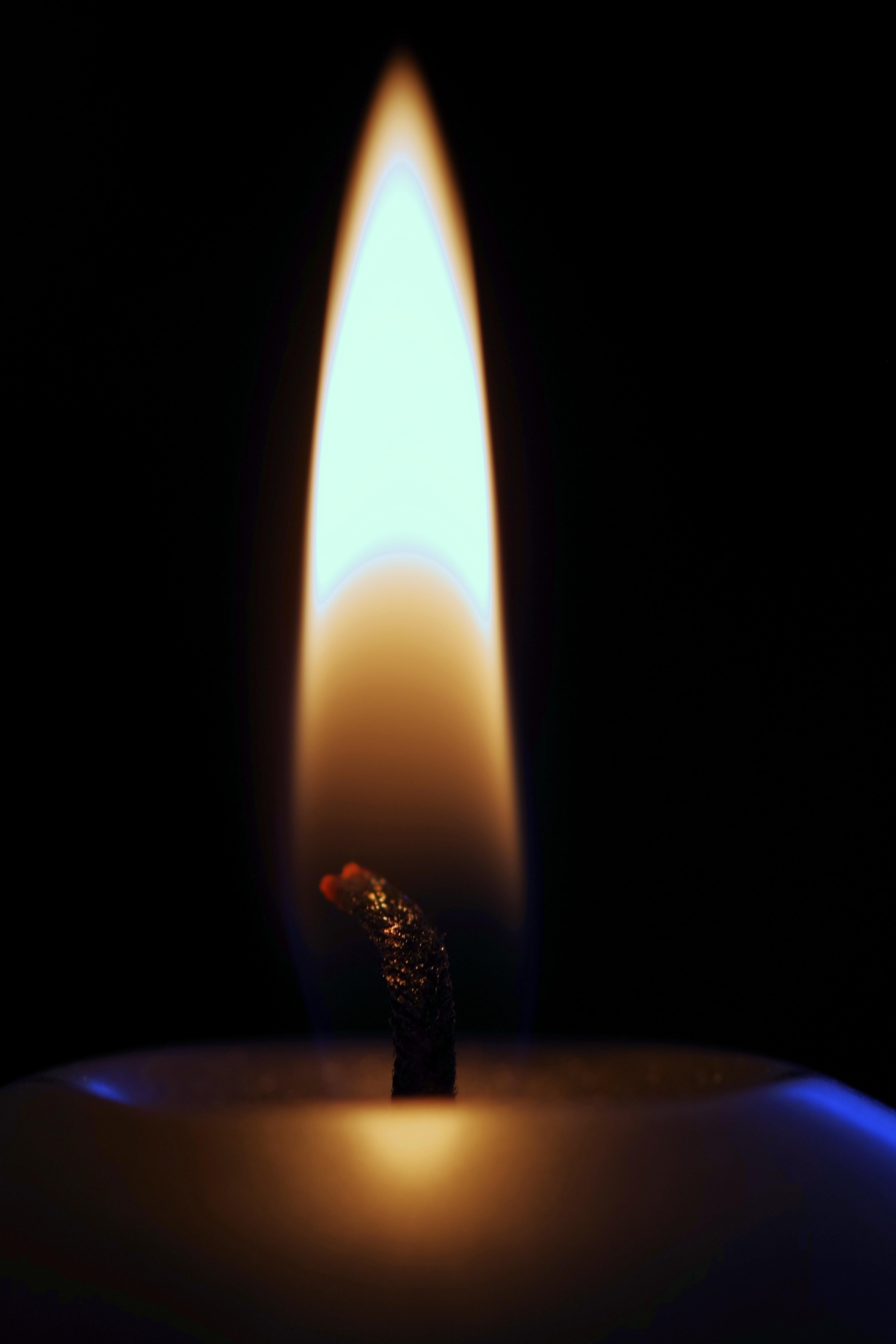 Gambar Cahaya Hangat Bersinar Api Romantis Kegelapan