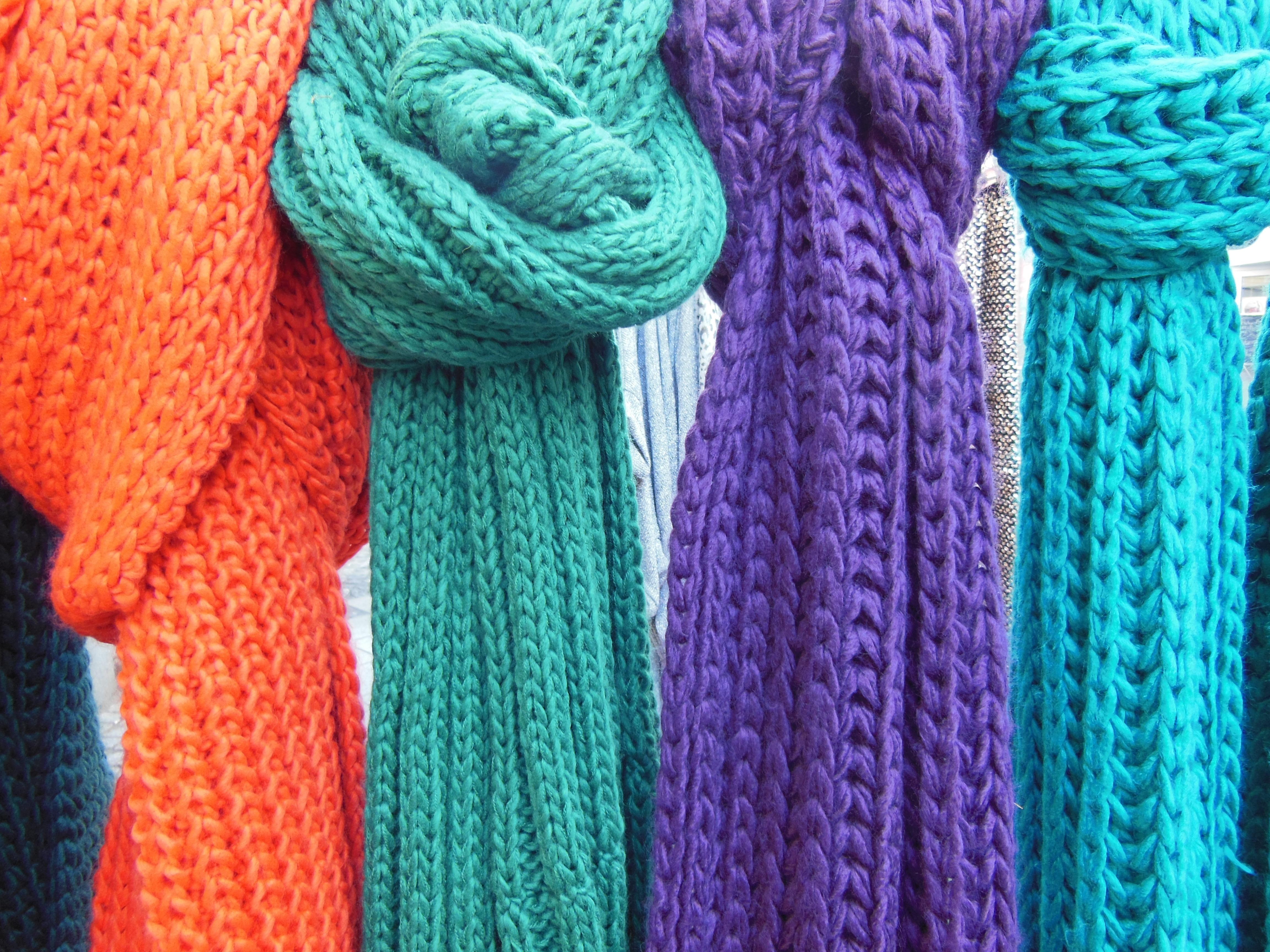 ropa compras bufanda material hilo de cerca de lana tejer tejido de punto textil art turquesa peludo suave de punto de colores bufandas