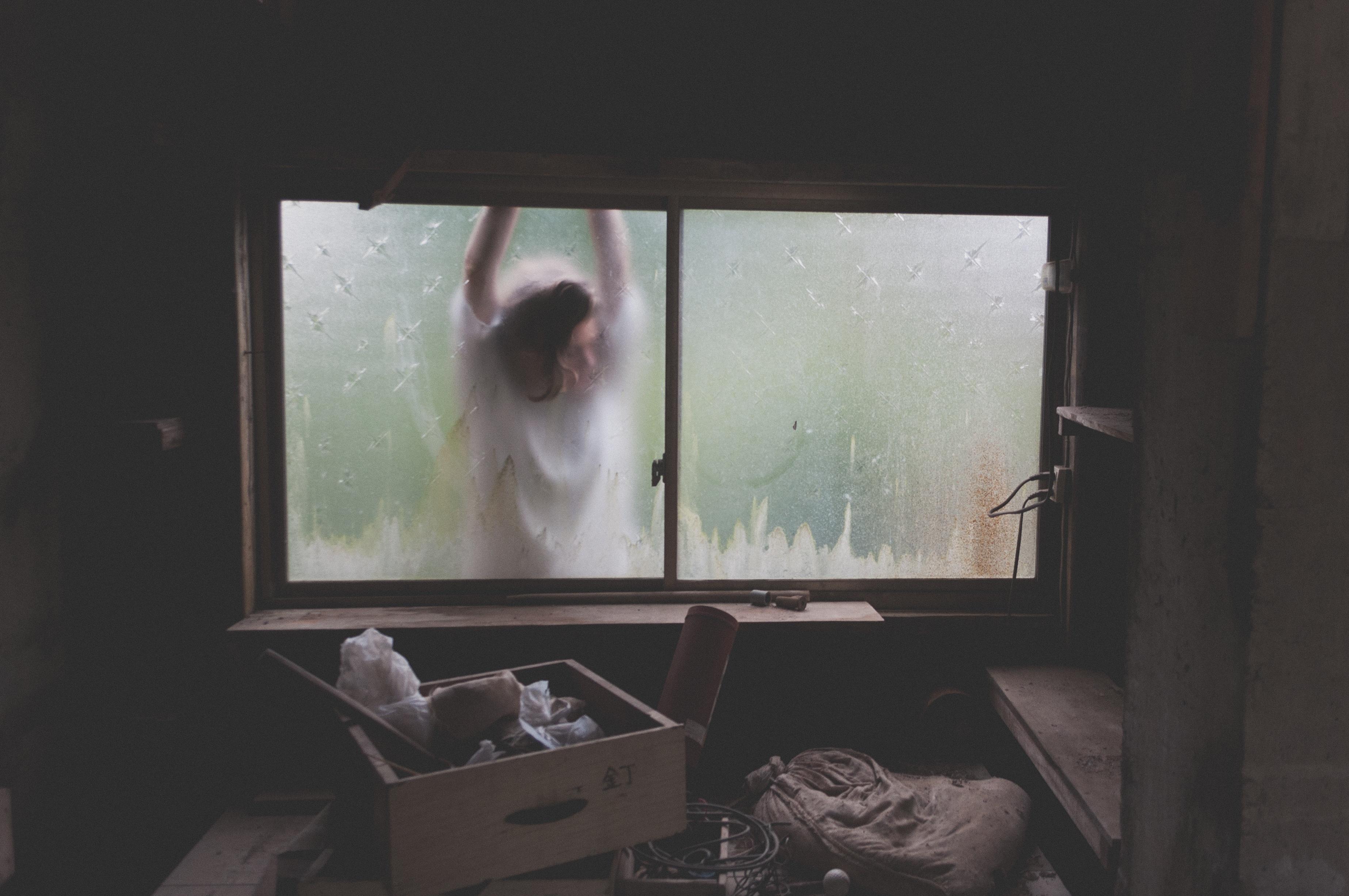 Kostenlose foto : Licht, Frau, Haus, Fenster, Mauer, Box, Zimmer ...