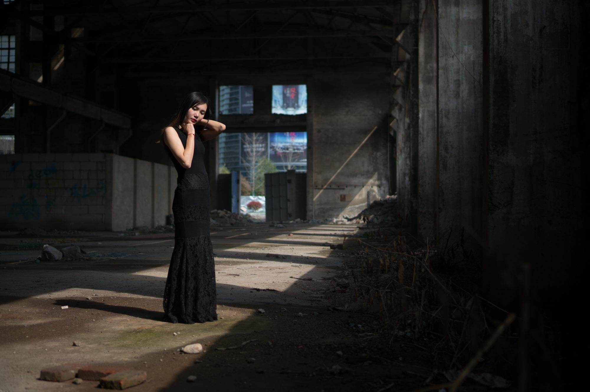 профессиональное фото в руинах британская золотая девочка