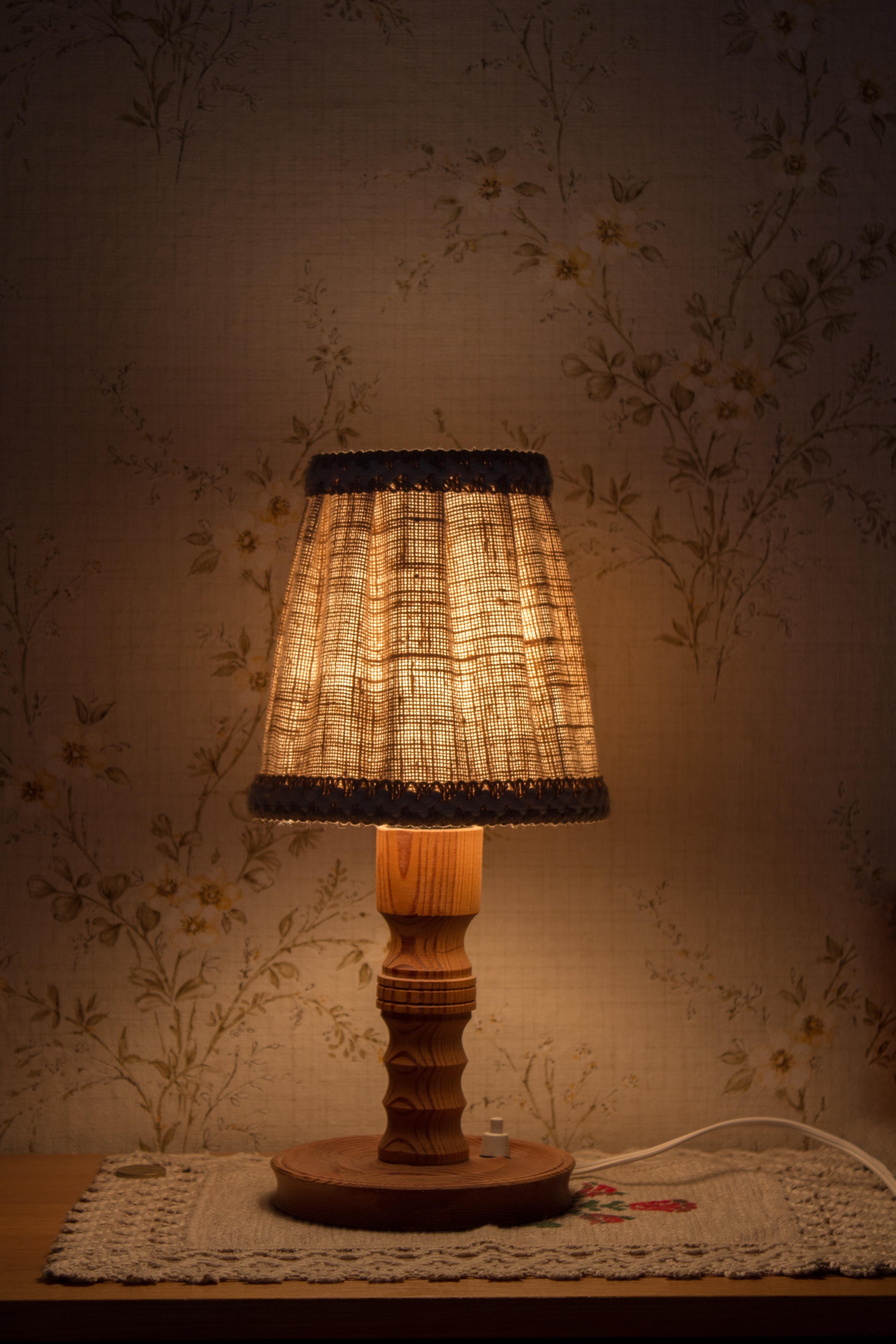 images gratuites bois atmosph re rustique r fraction plafond lanterne lampe jaune abat. Black Bedroom Furniture Sets. Home Design Ideas