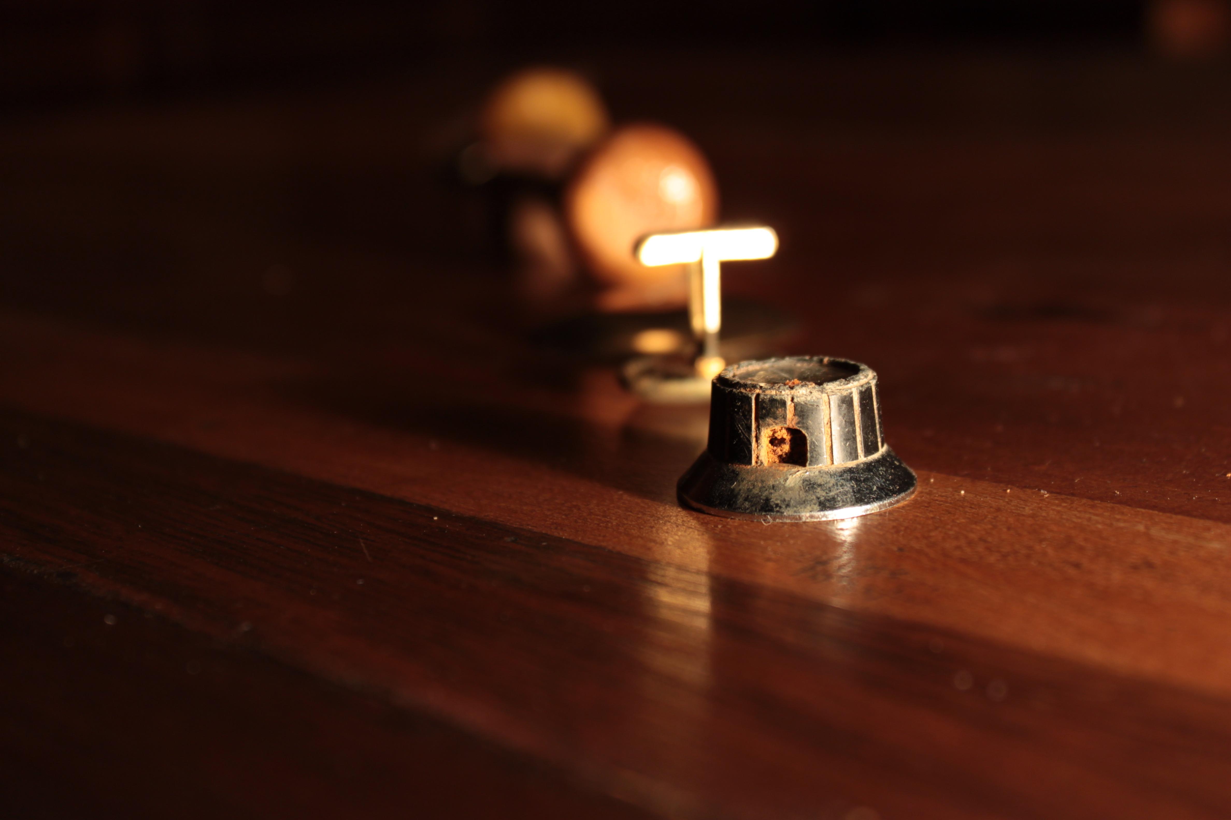 Gratis Afbeeldingen : licht, hout, gitaar, oud, duisternis ...