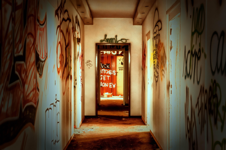 Gratis afbeeldingen licht hout huis steeg huis muur hal kleur gebroken kantoor - Ontwerp huis kantoor ...