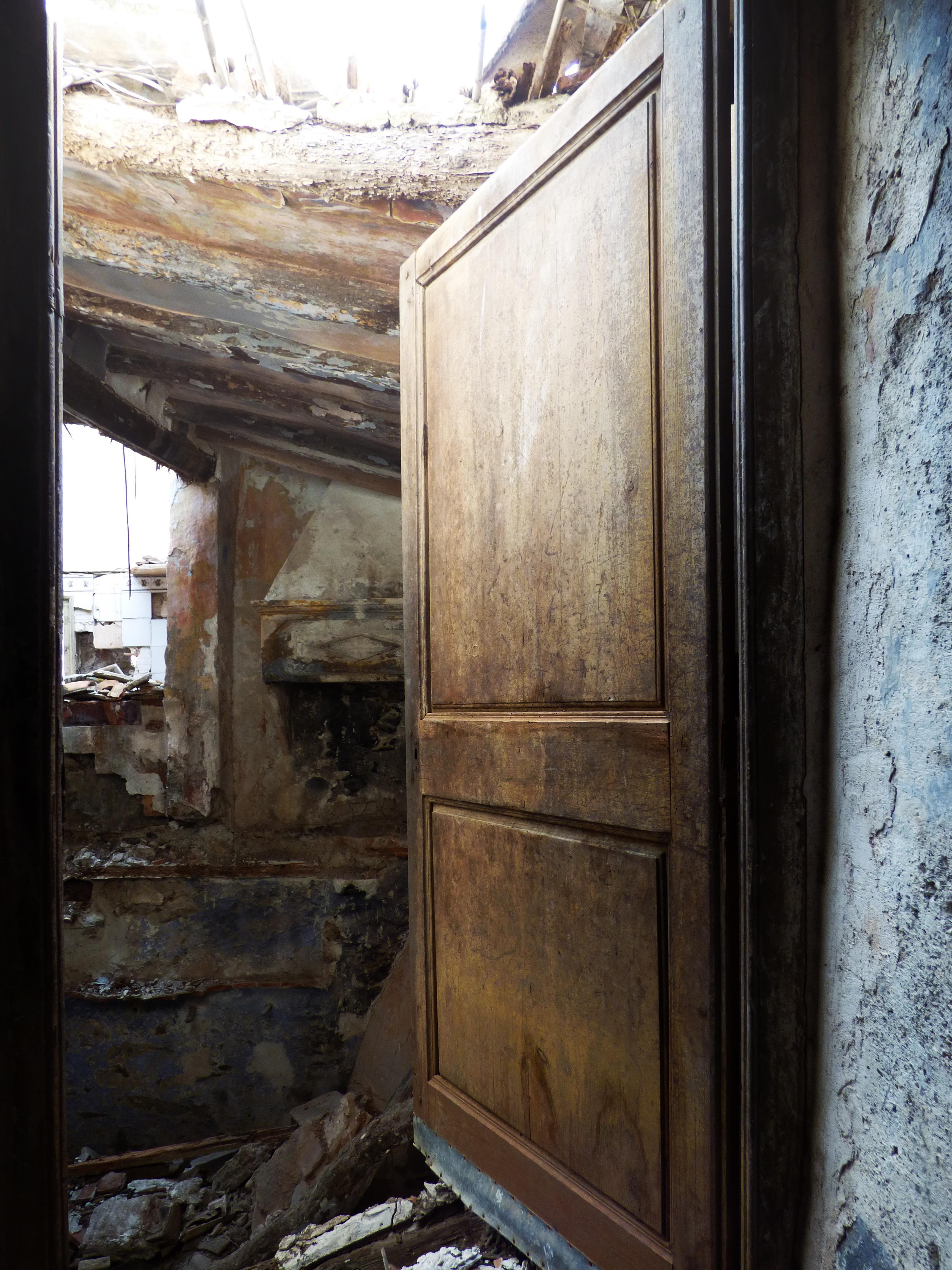 Licht Holz Haus Loch Fenster Zuhause Mauer Verlassen Ruine Möbel Zimmer Tür  Eingang Dekadenz
