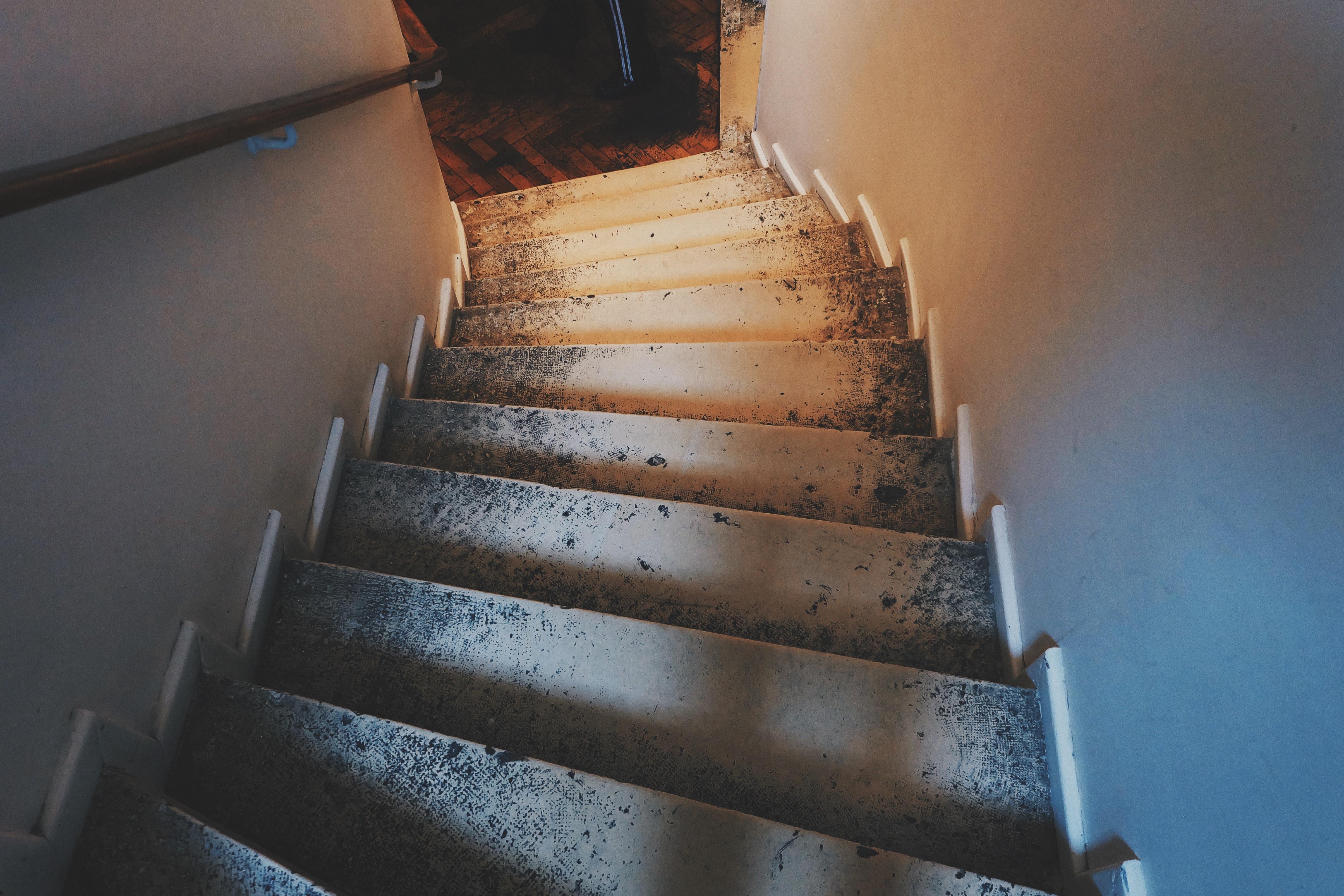 Superior Licht Holz Haus Innere Alt Mauer Treppe Schritte Drinnen Blau Treppe Unten  Benutzt Funktional