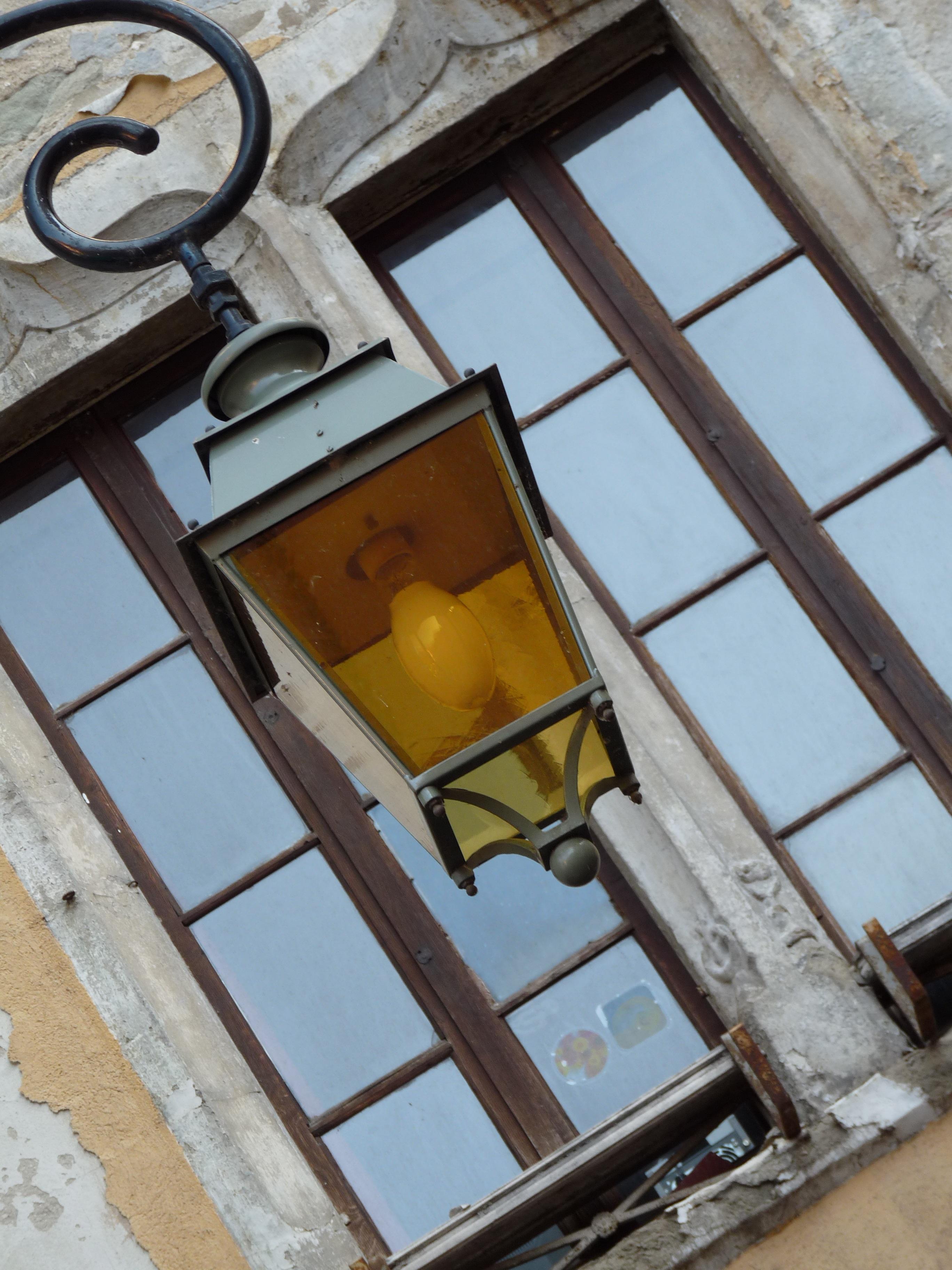Bakgrundsbilder ljus, trä, gata, hus, fönster, glas, tak, byggnad, stad, urban, vägg, balkong