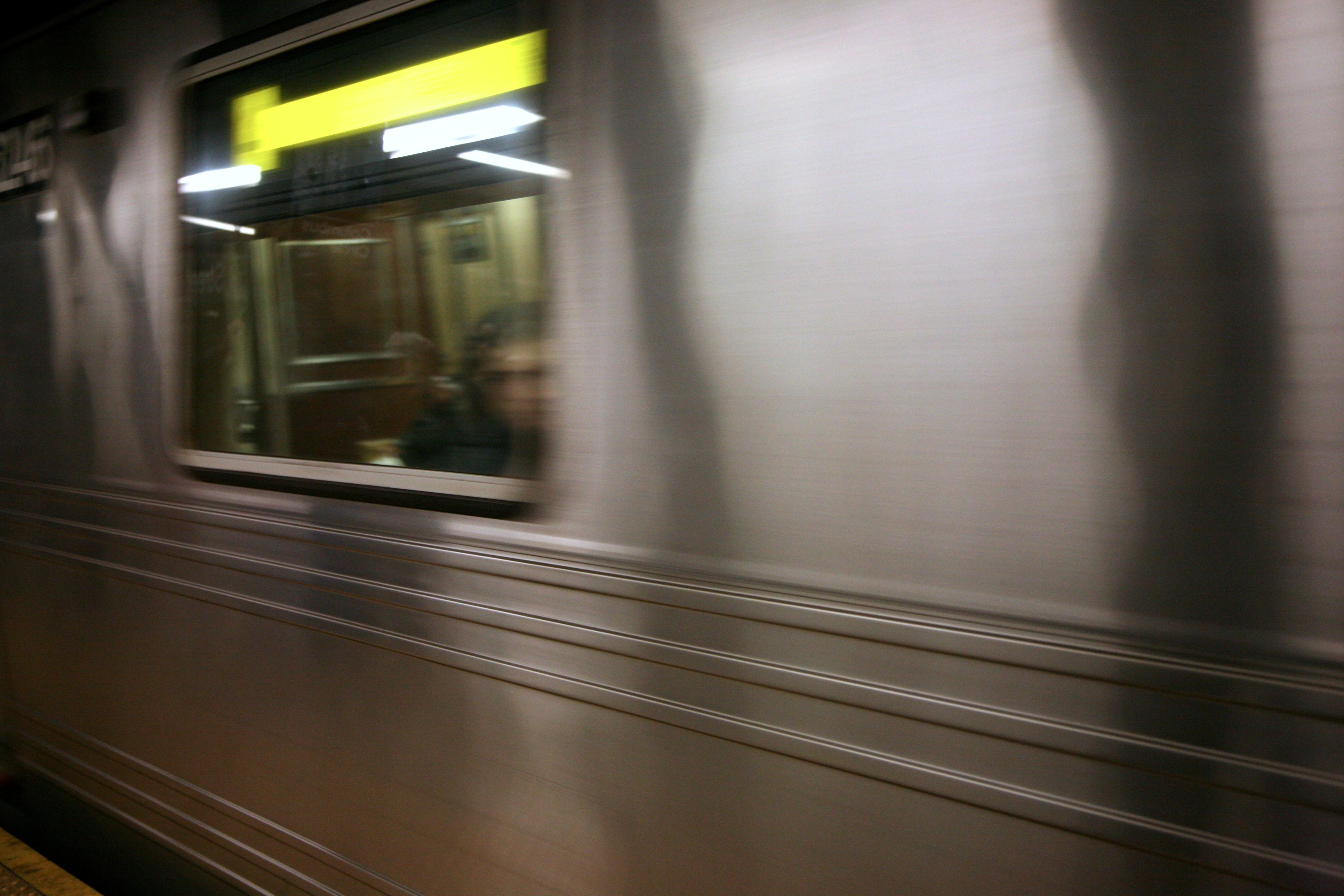 Gratis Afbeeldingen : licht, hout, venster, glas, metro, vervoer ...