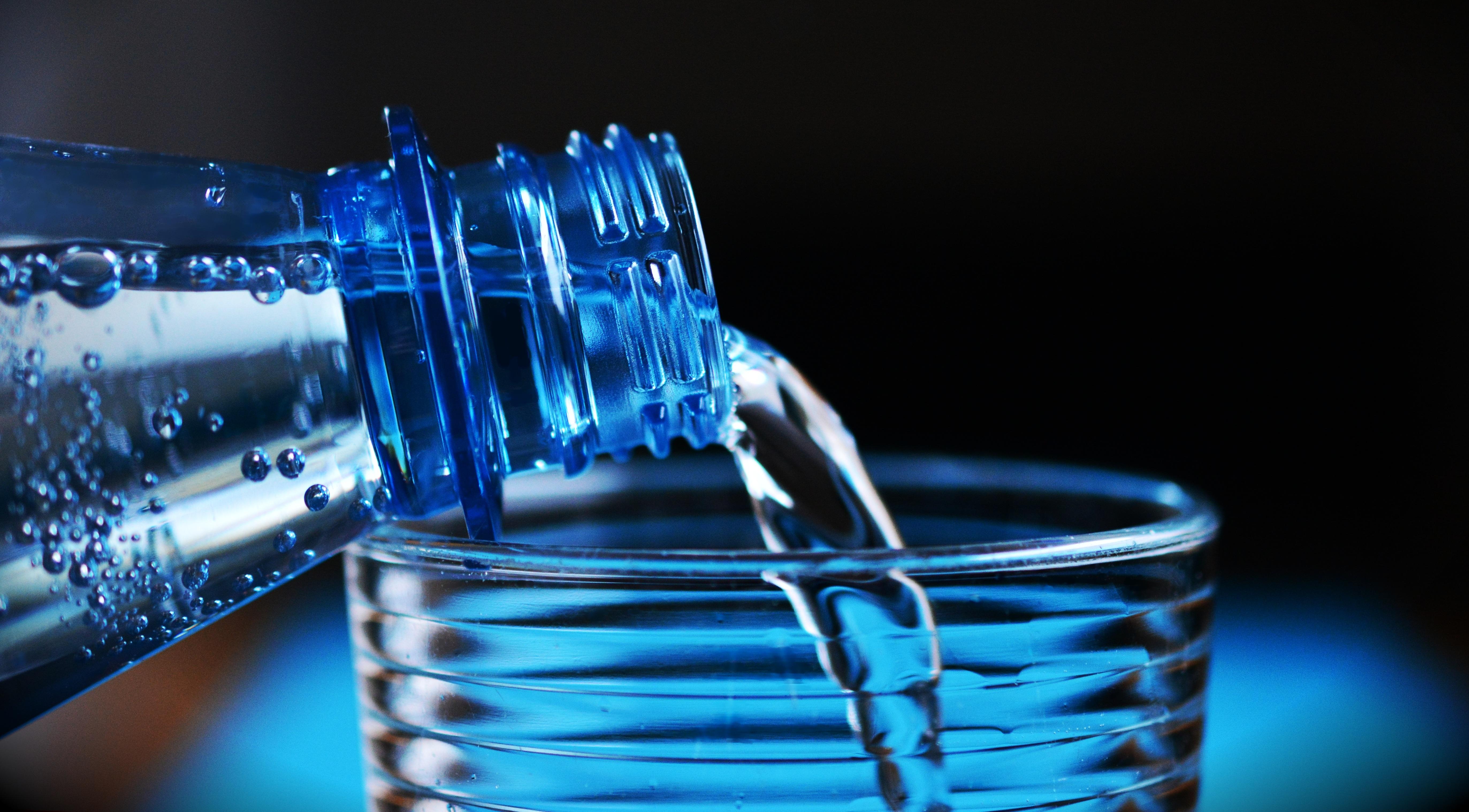 Gas Water Licht : Kostenlose foto flüssigkeit licht glas getränk blau