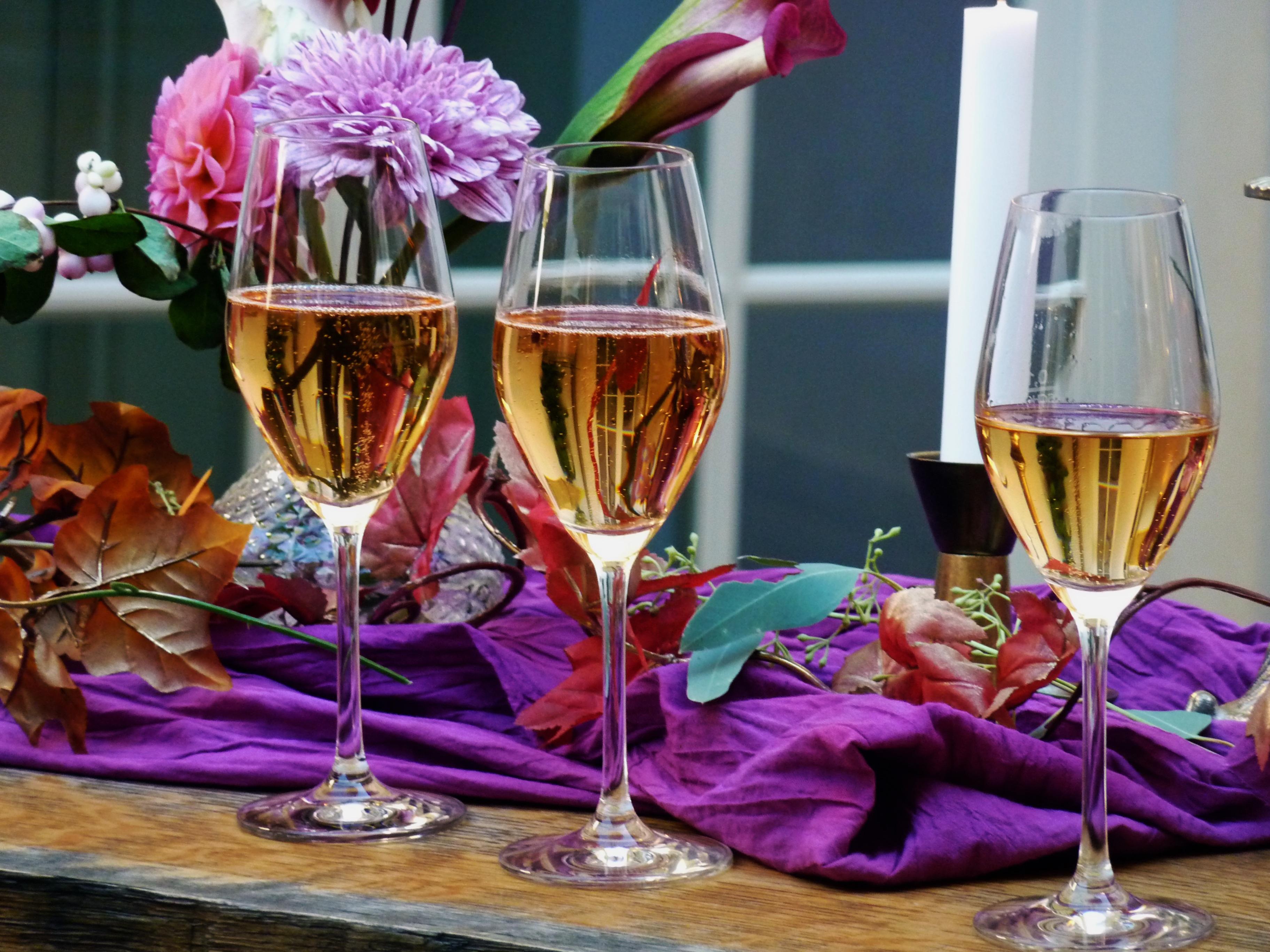 Фото компьютер цветы и шампанское