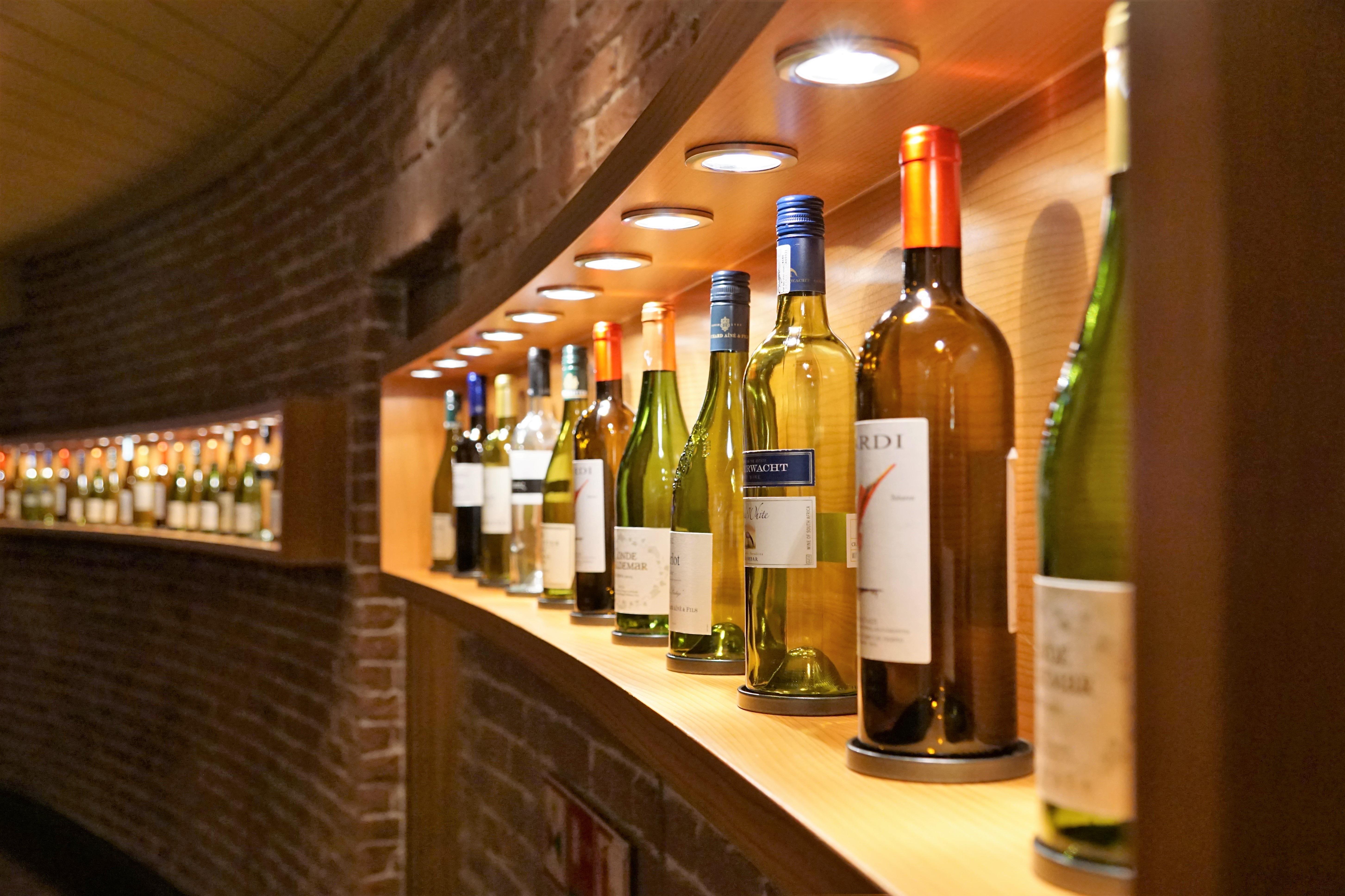 Fotos gratis : líquido, vaso, restaurante, bar, beber, estante ...