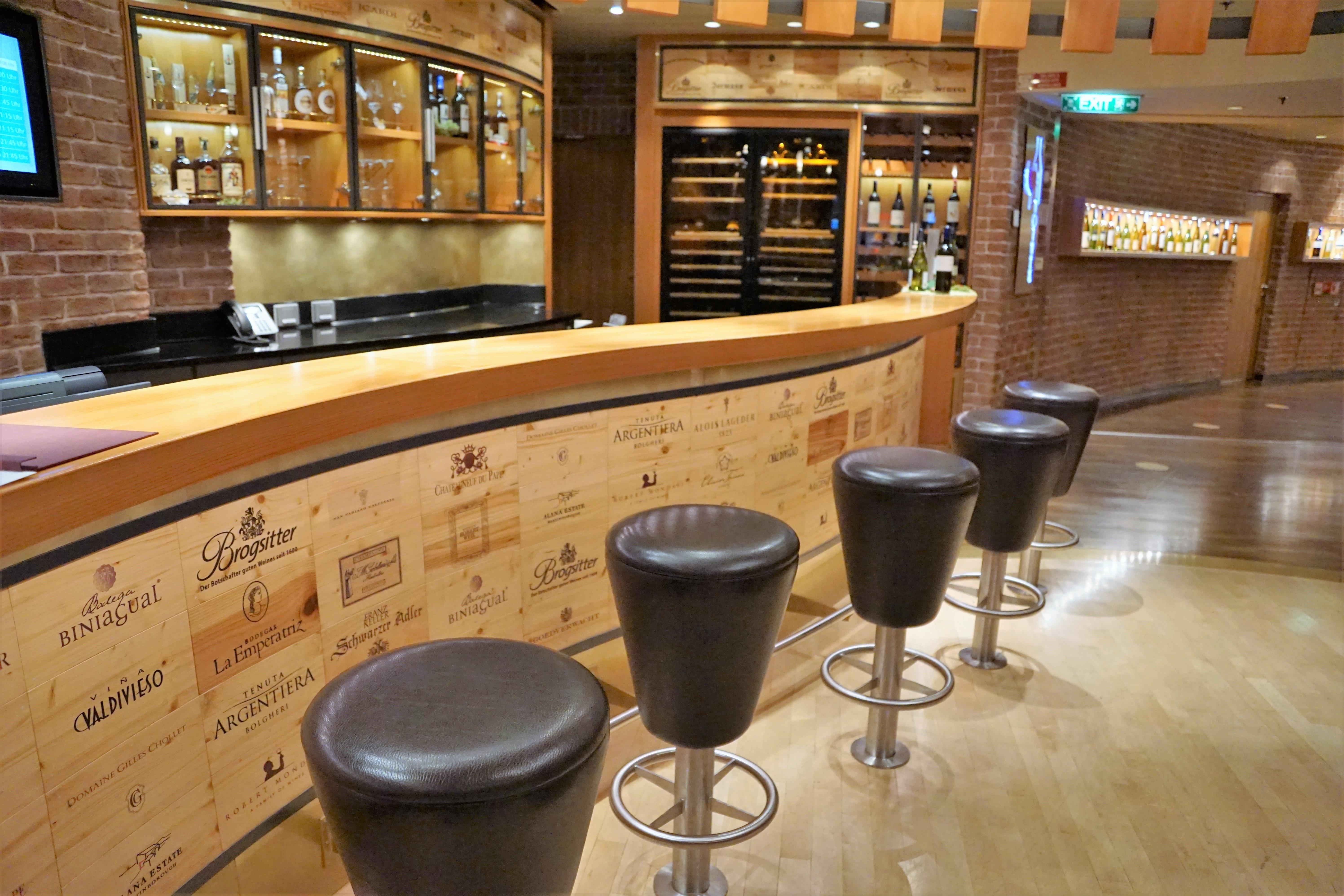 images gratuites liquide bois du vin sol restaurant. Black Bedroom Furniture Sets. Home Design Ideas