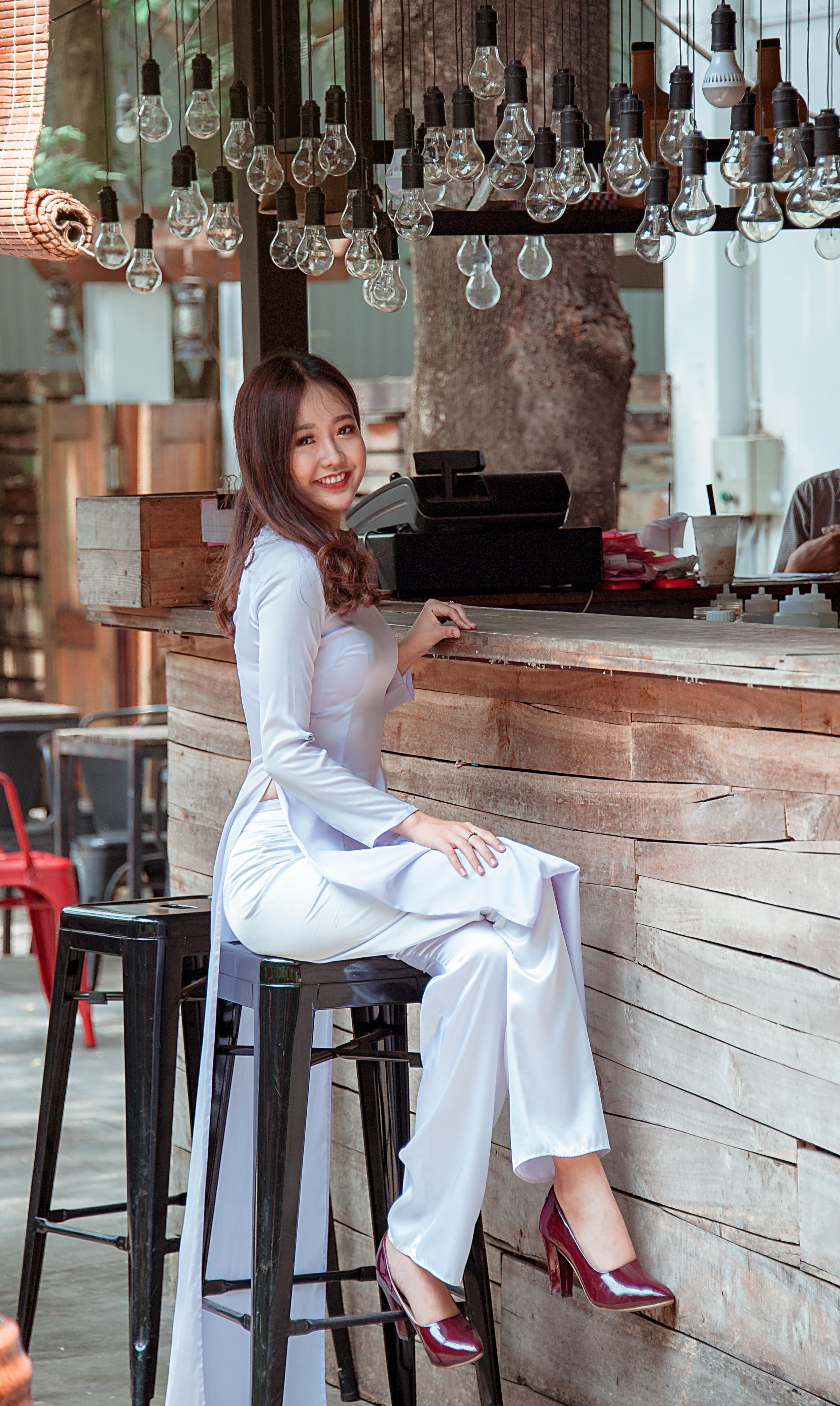 愛 可愛い ポートレート 綺麗な ハッピー 女の子 ショルダー 座っている ファッション ソーダライト 家具