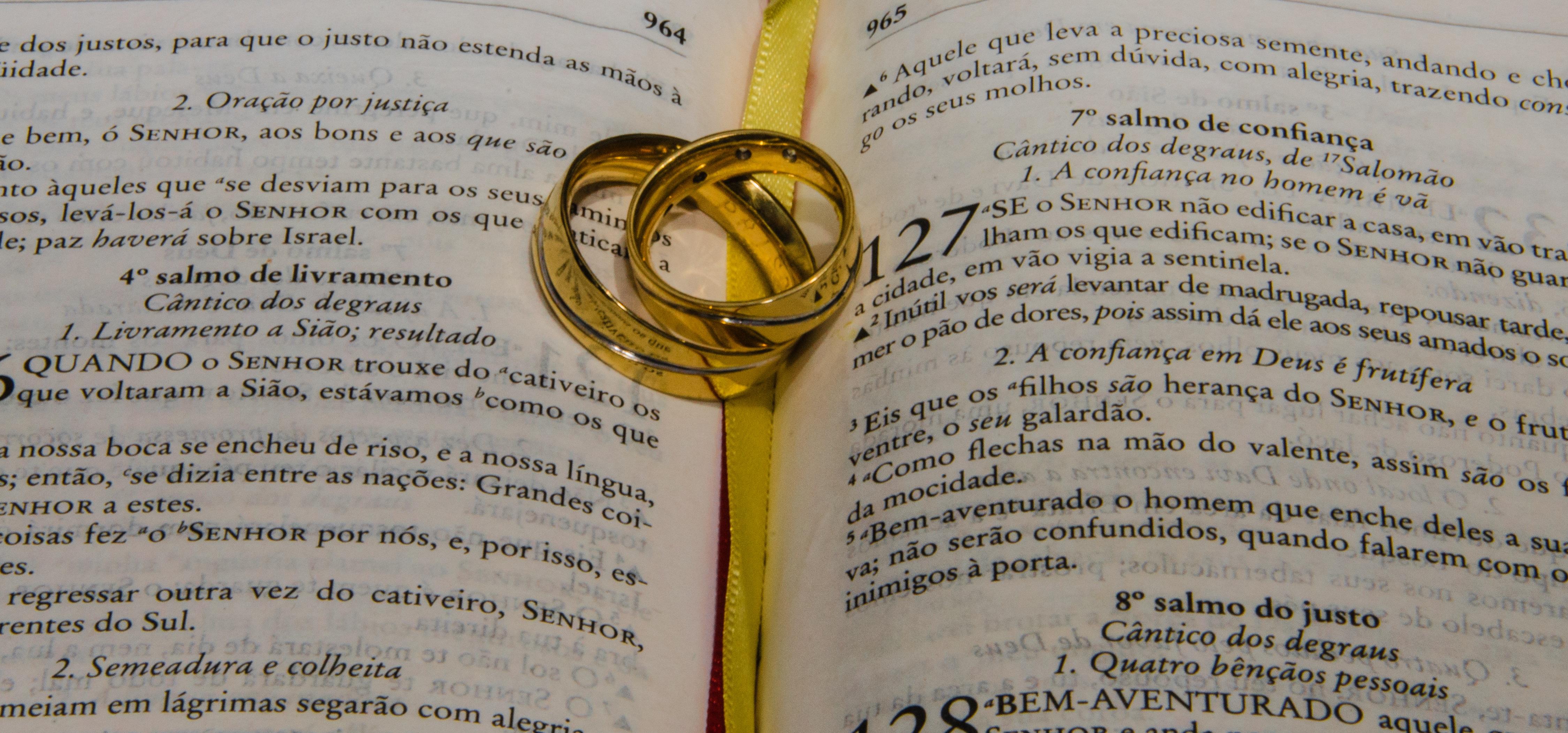 Biblia Y Matrimonio : Fotos gratis amor amarillo matrimonio biblia fuente