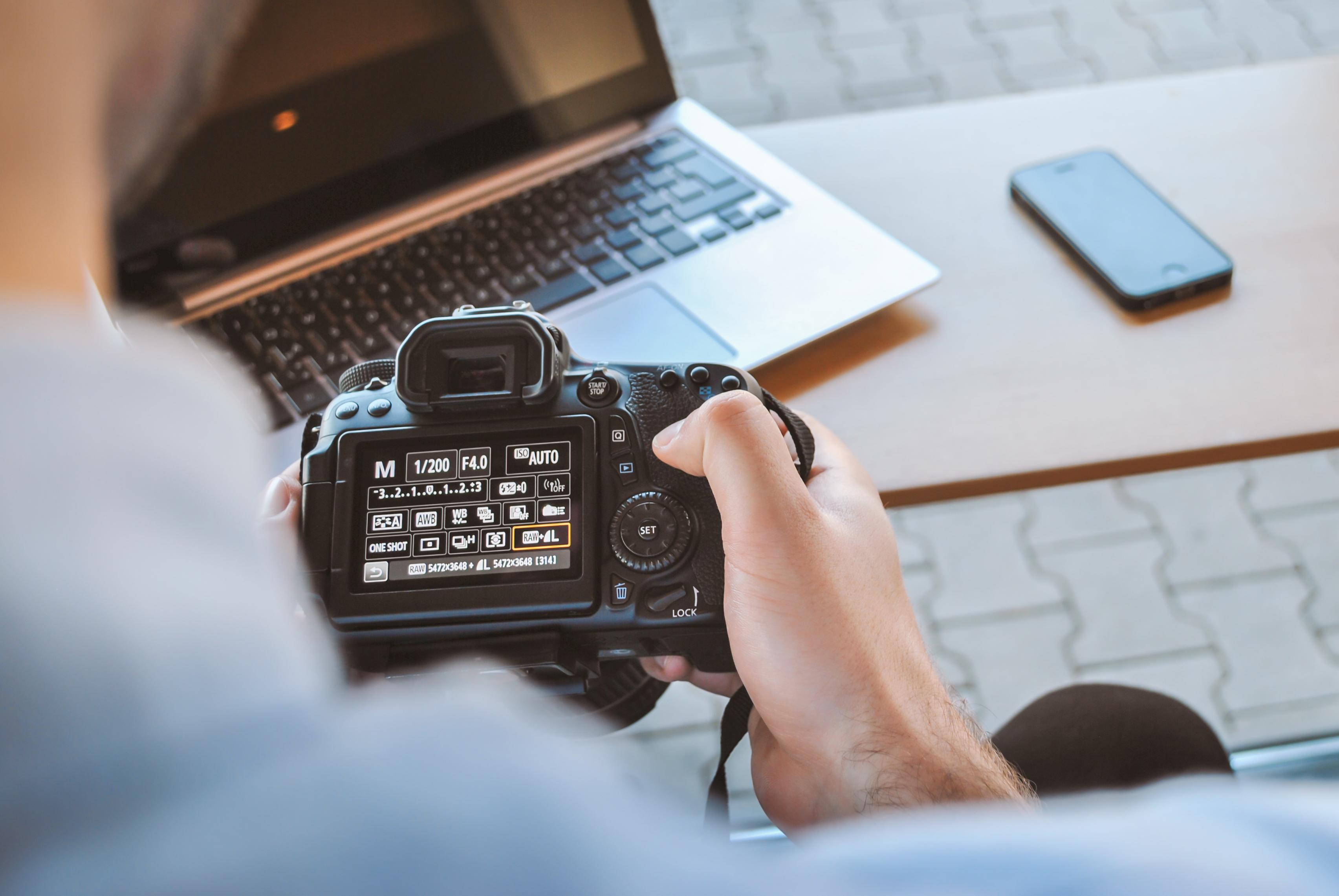 Картинка ноутбук с камерой