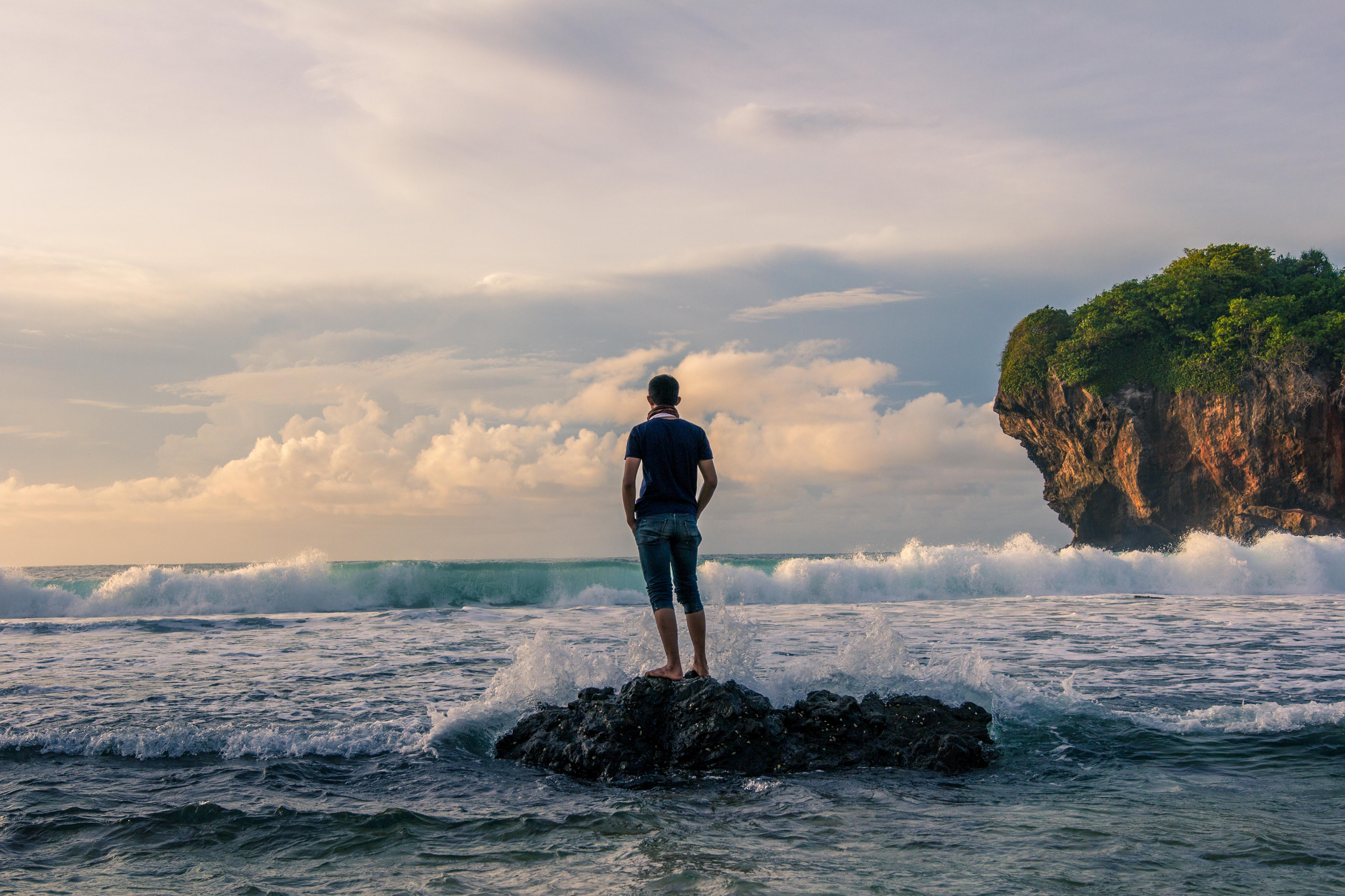 Картинки человек на море