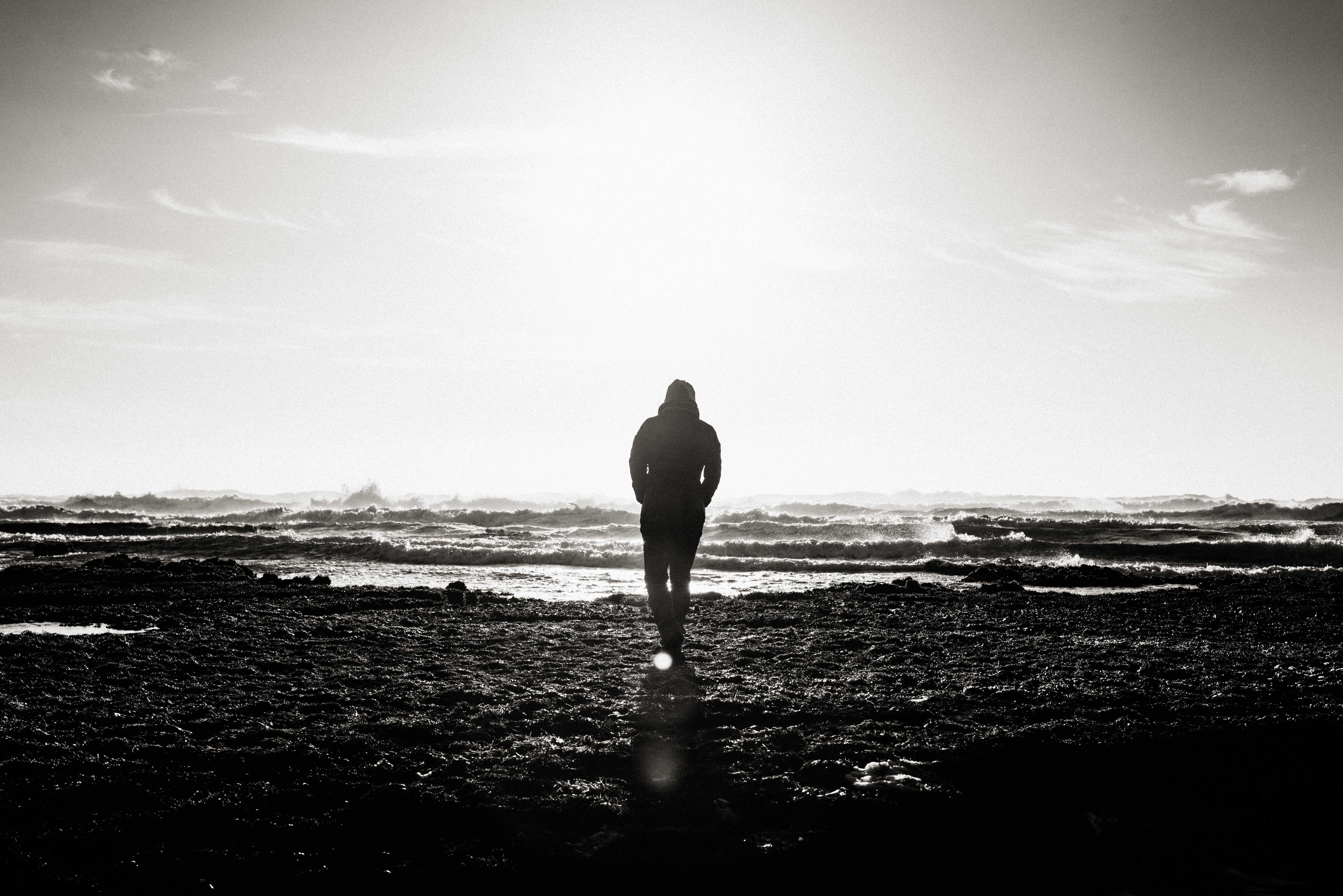 картинка одинокий парень в капюшоне очень