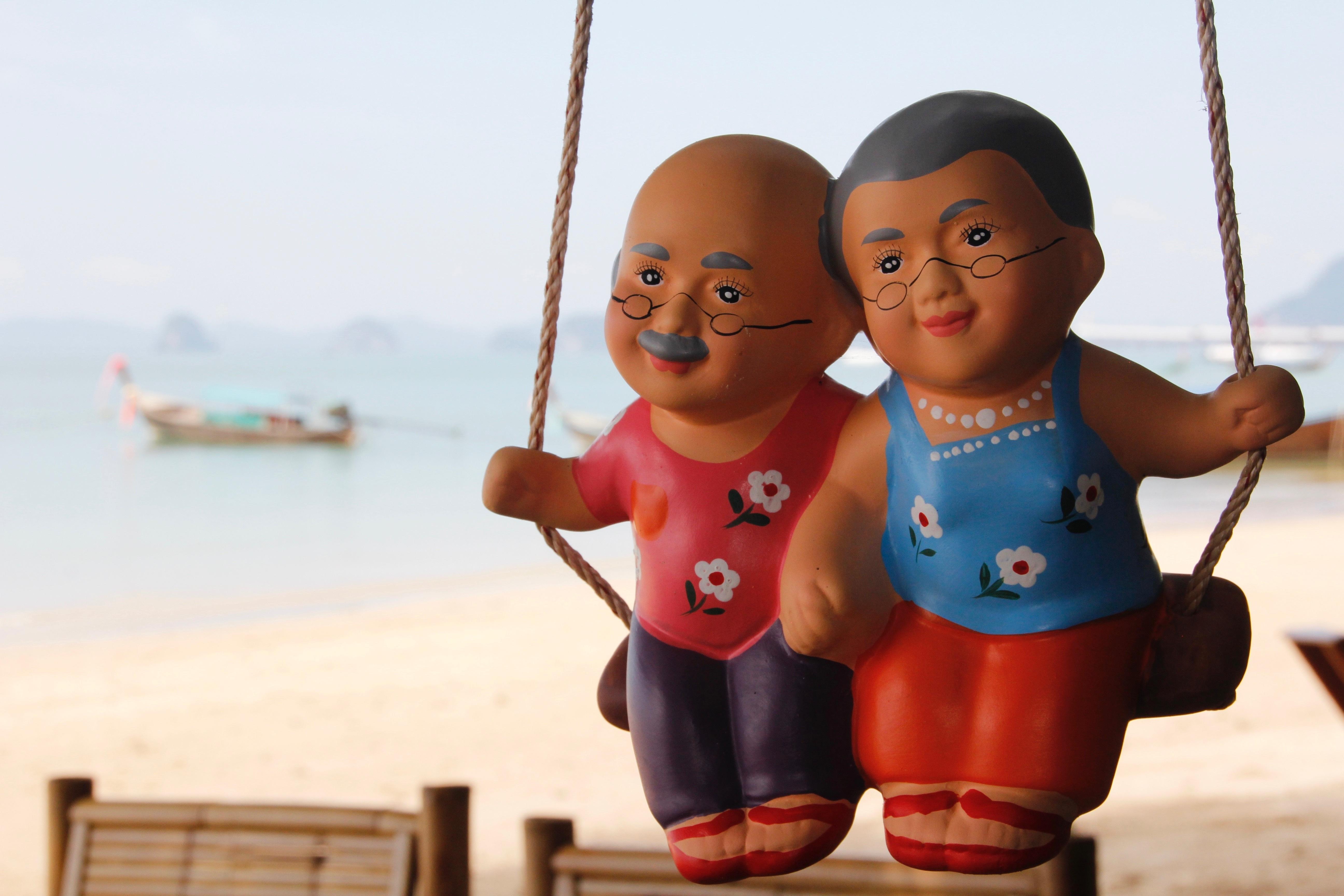 Kostenlose Foto Mann Strand Meer Menschen Sonne Frau Spielen
