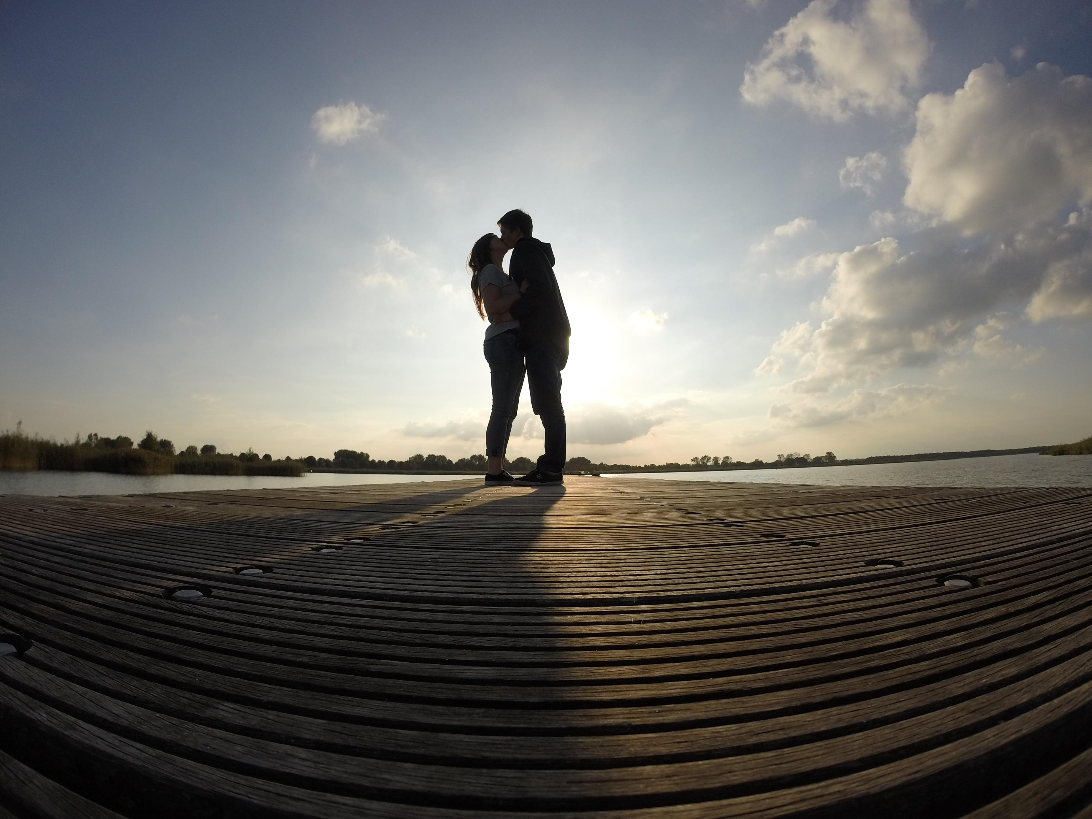 Images gratuites homme plage eau le sable horizon silhouette nuage ciel promenade - Palpitations le soir au coucher ...