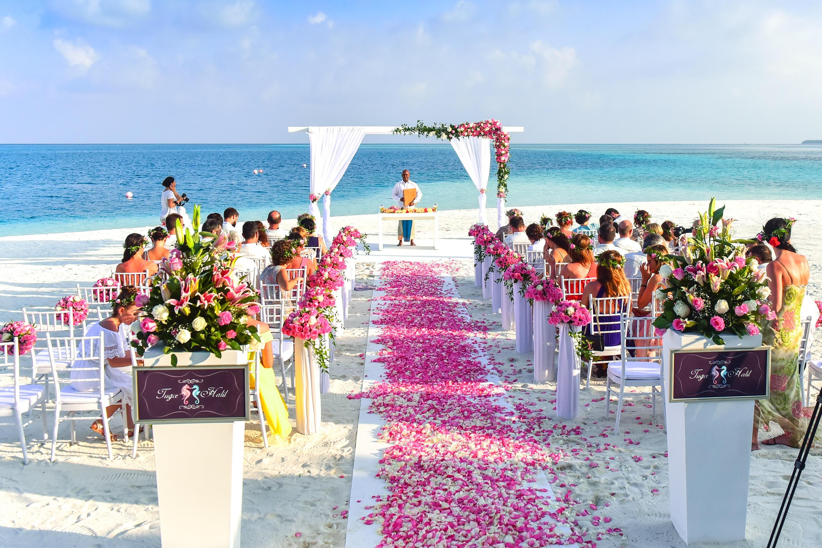 Hochzeit am strand feiern