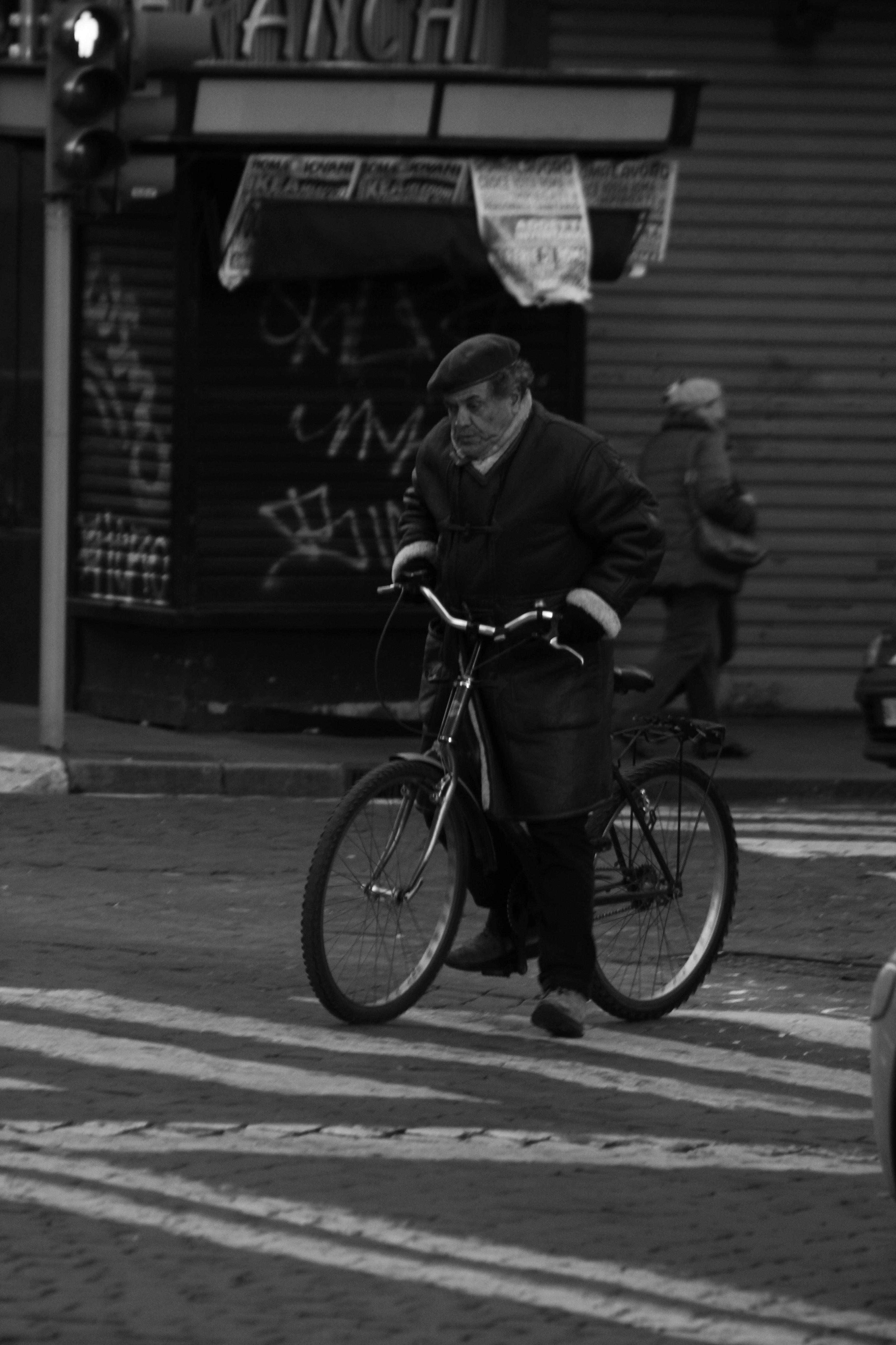 Gambar : manusia, hitam dan putih, jalan, sepeda, kota, kendaraan ...