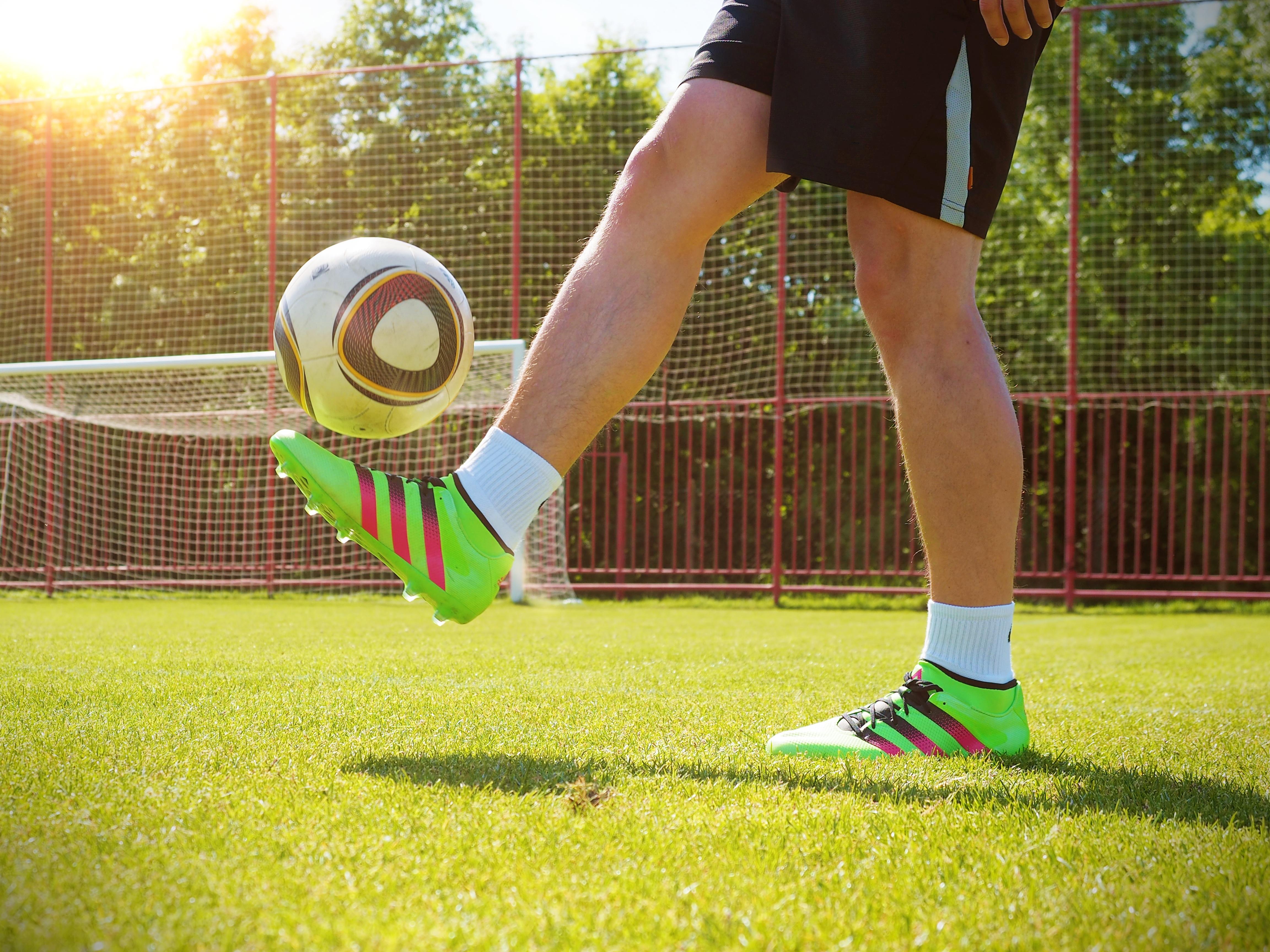 желаем картинки с мячом и ногами образующийся при