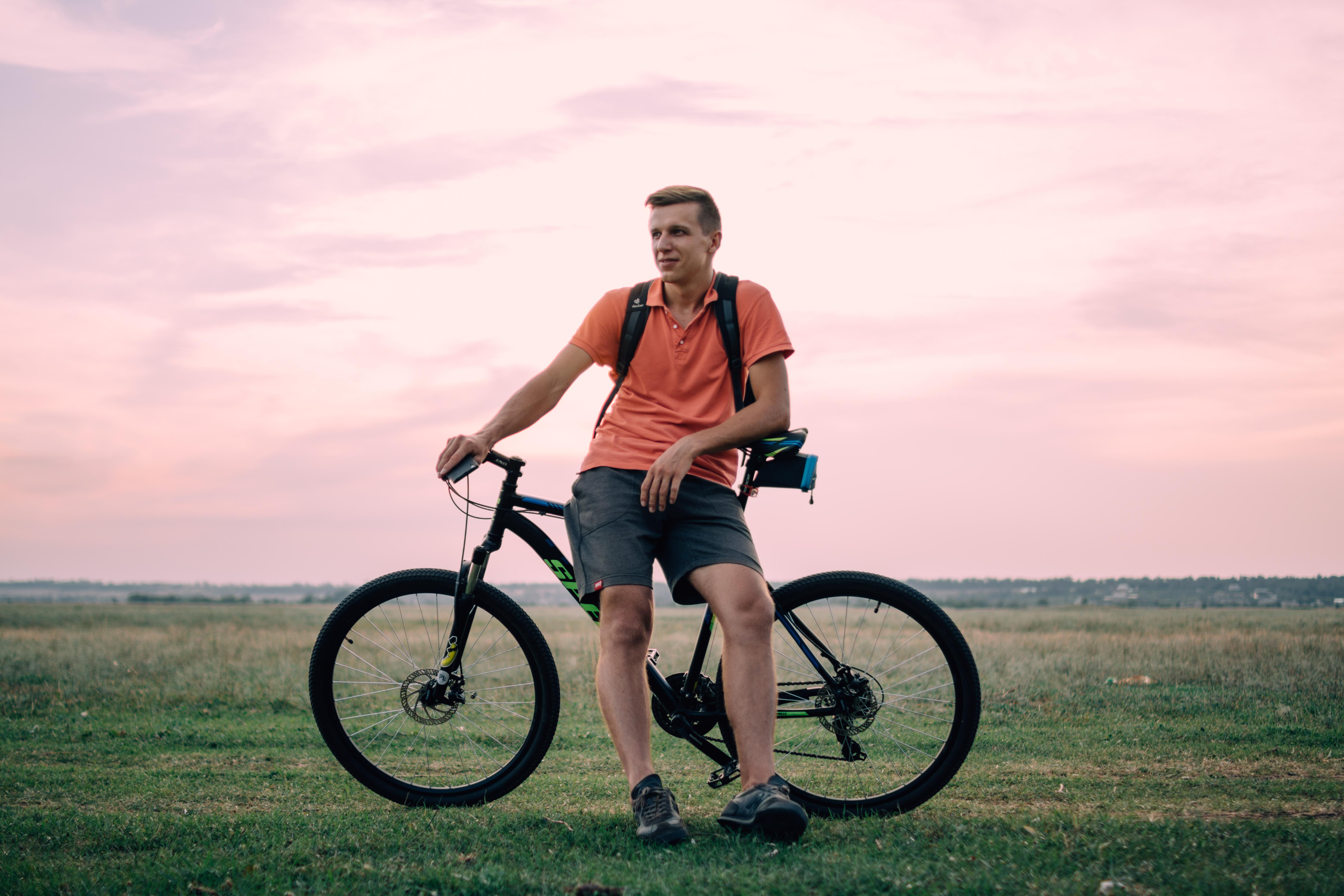 Картинки мужчина на велосипеде