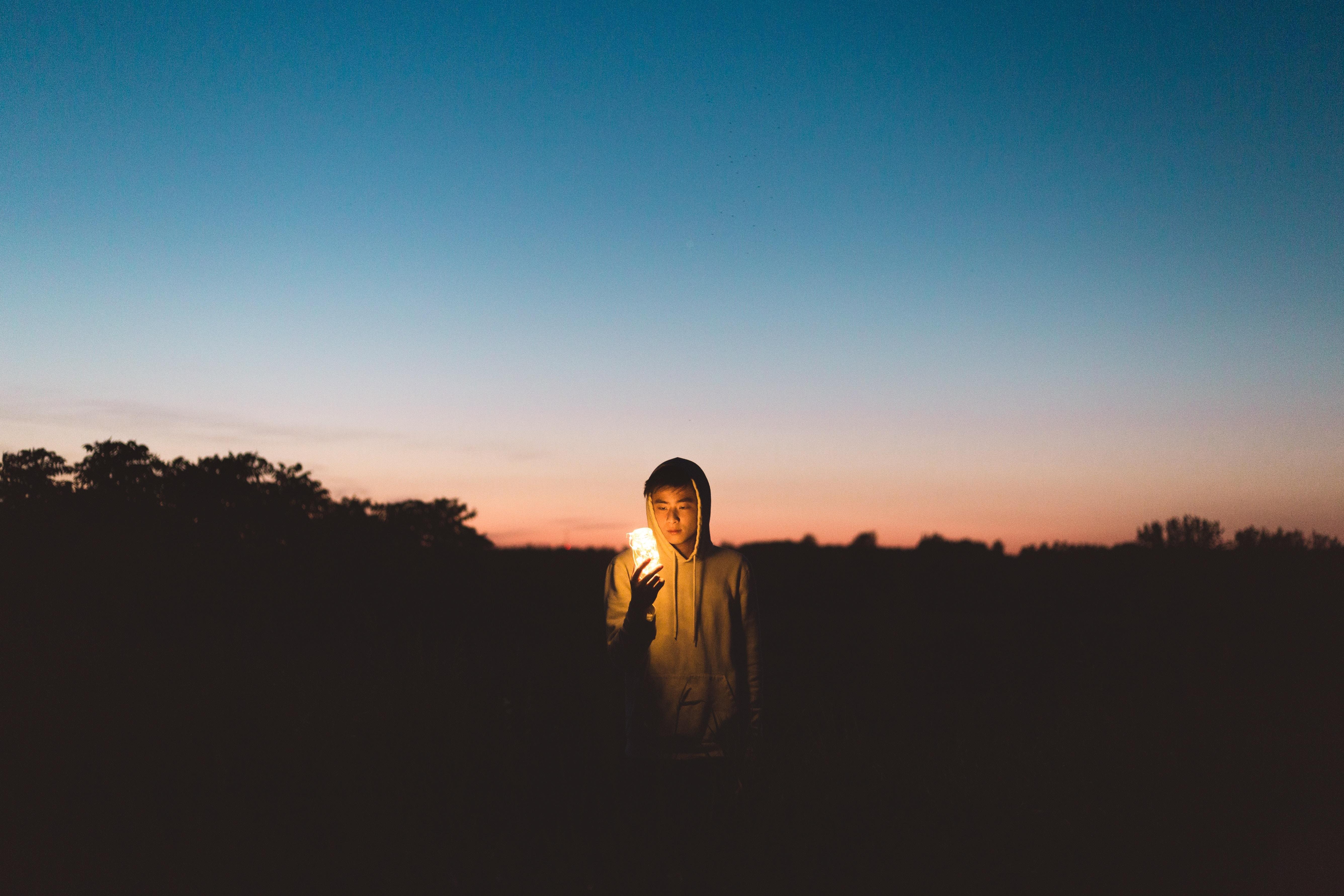 Fotoğraf Adam Peyzaj Ağaç çimen Ufuk Siluet ışık Bulut