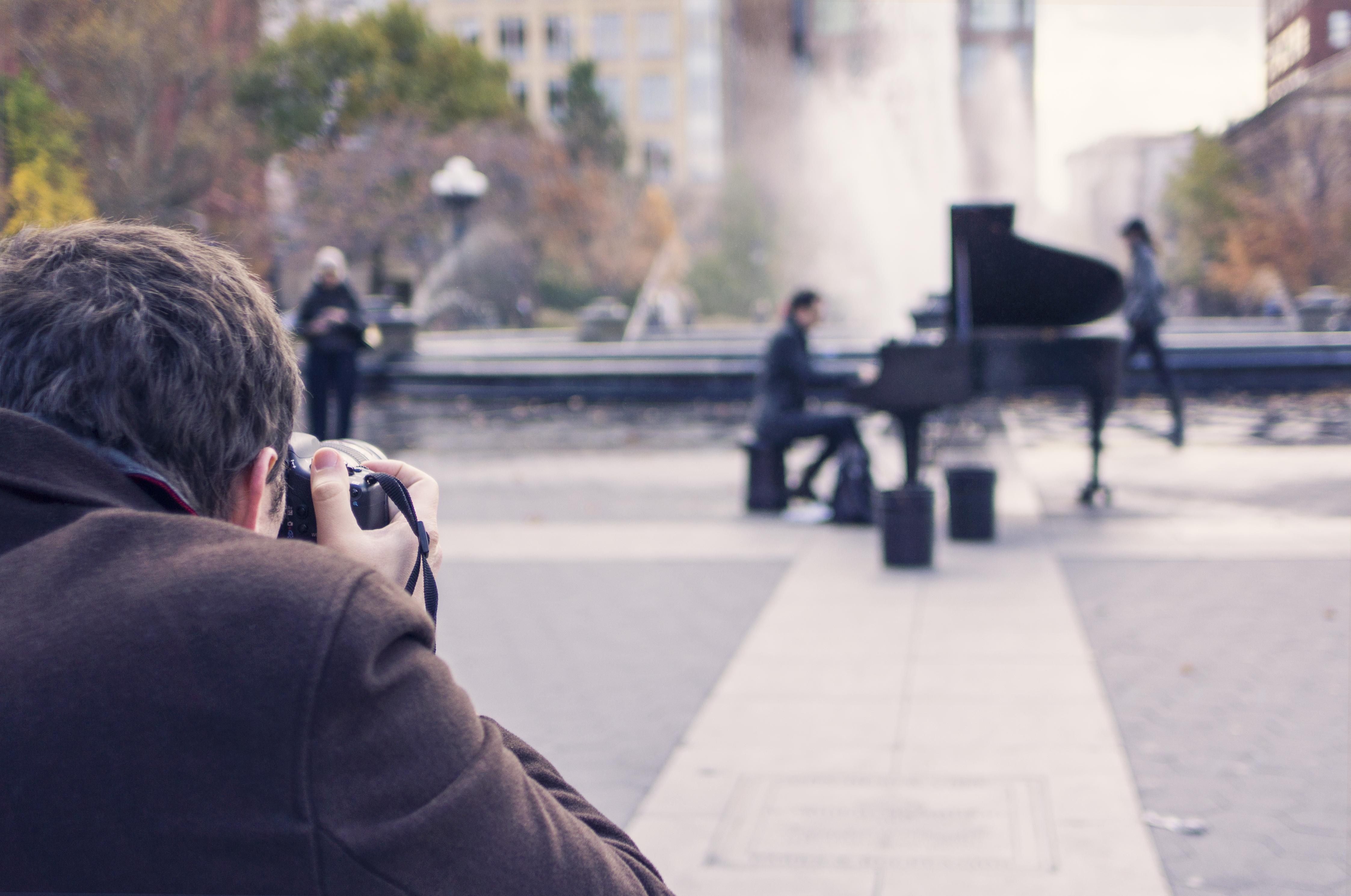 รูปภาพ : ชาย, เพลง, คน, การถ่ายภาพ, ช่างภาพ, นักดนตรี ...  รูปภา...
