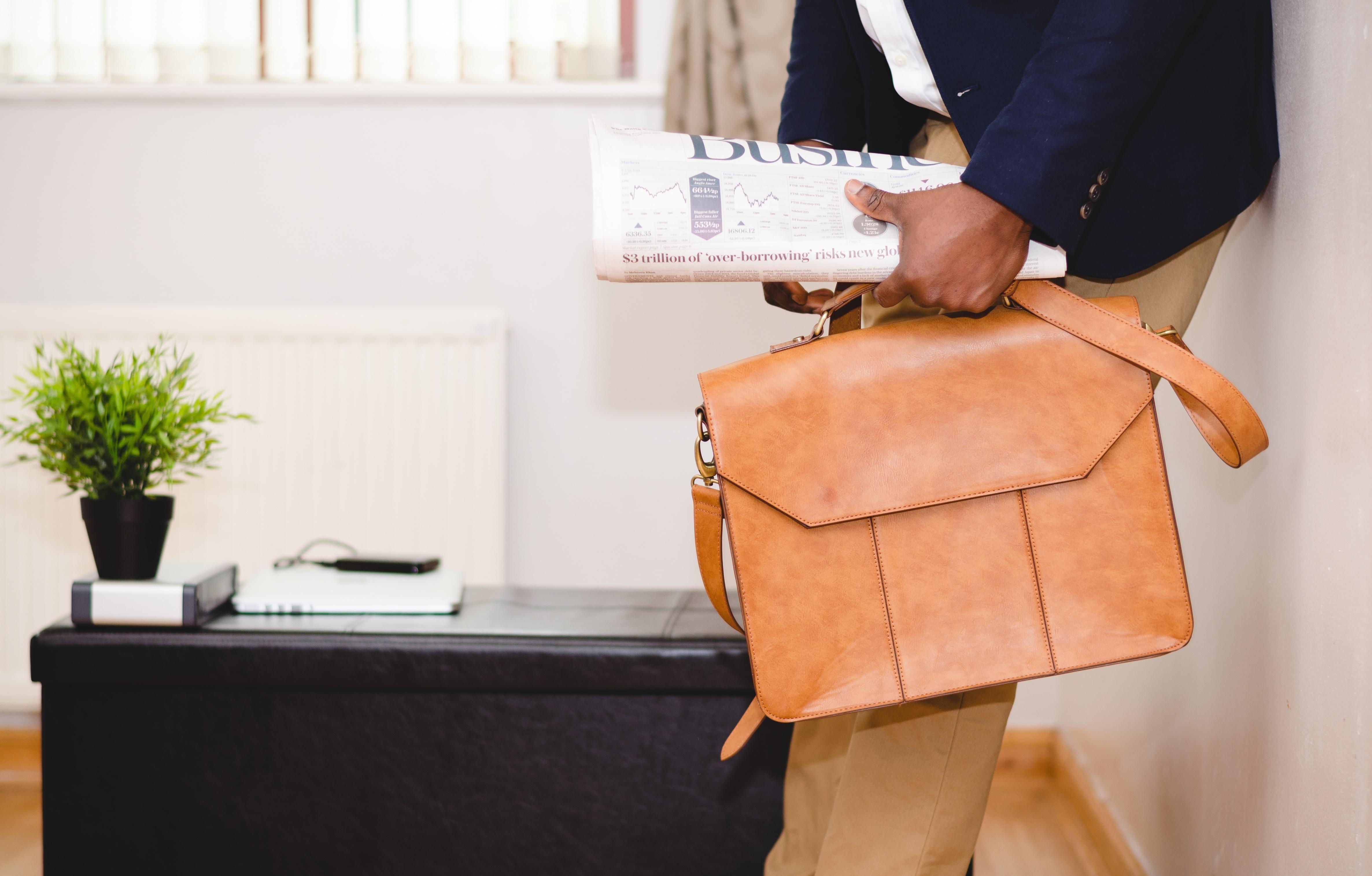 Images gratuites homme bureau sac entreprise meubles for Bureau meuble traduction