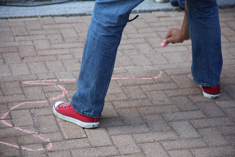 Gratis Fotos Persona Hombre Acera Calle Contorno Zapato 4ggqwd