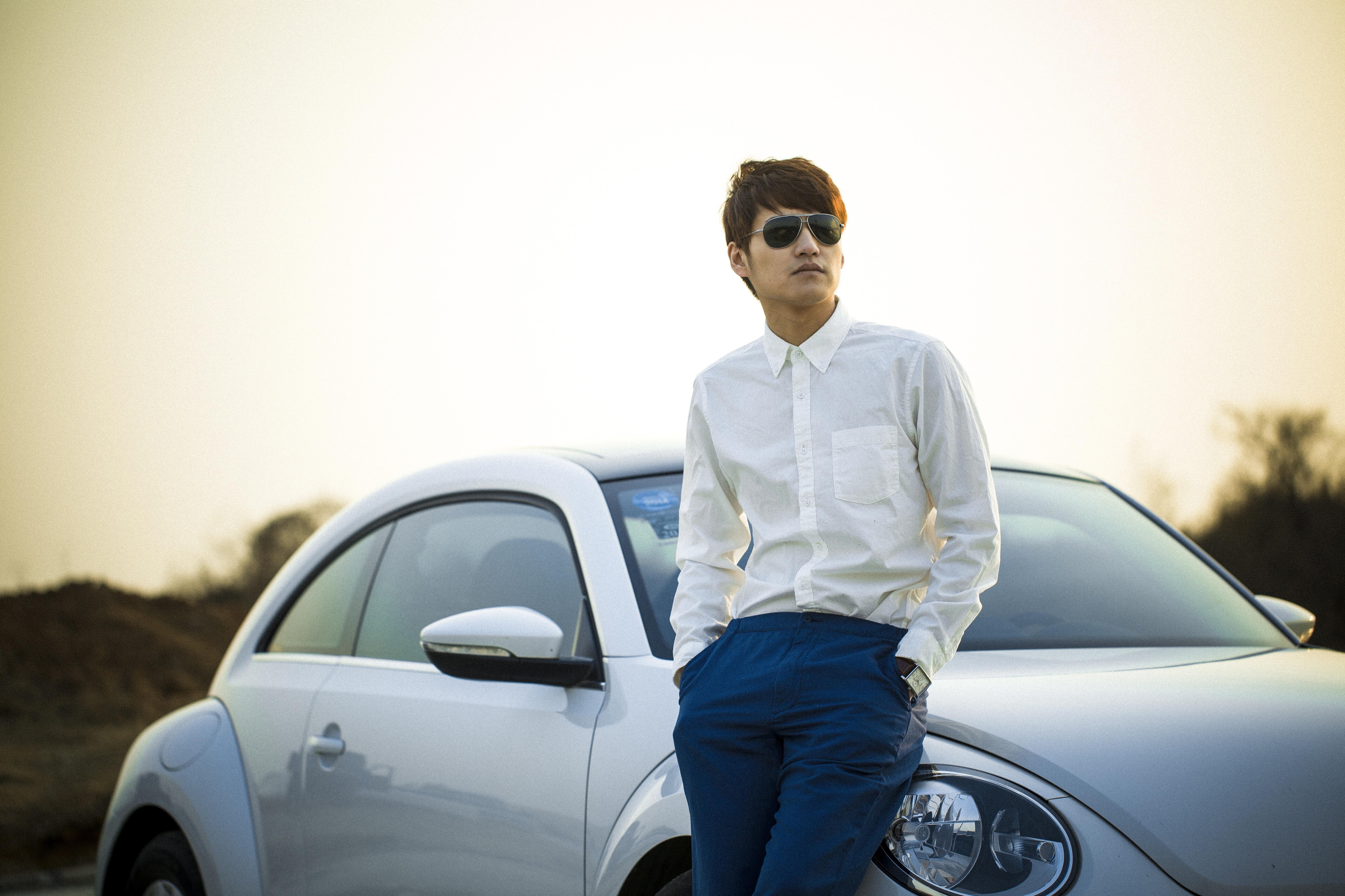 Картинка парня с машиной