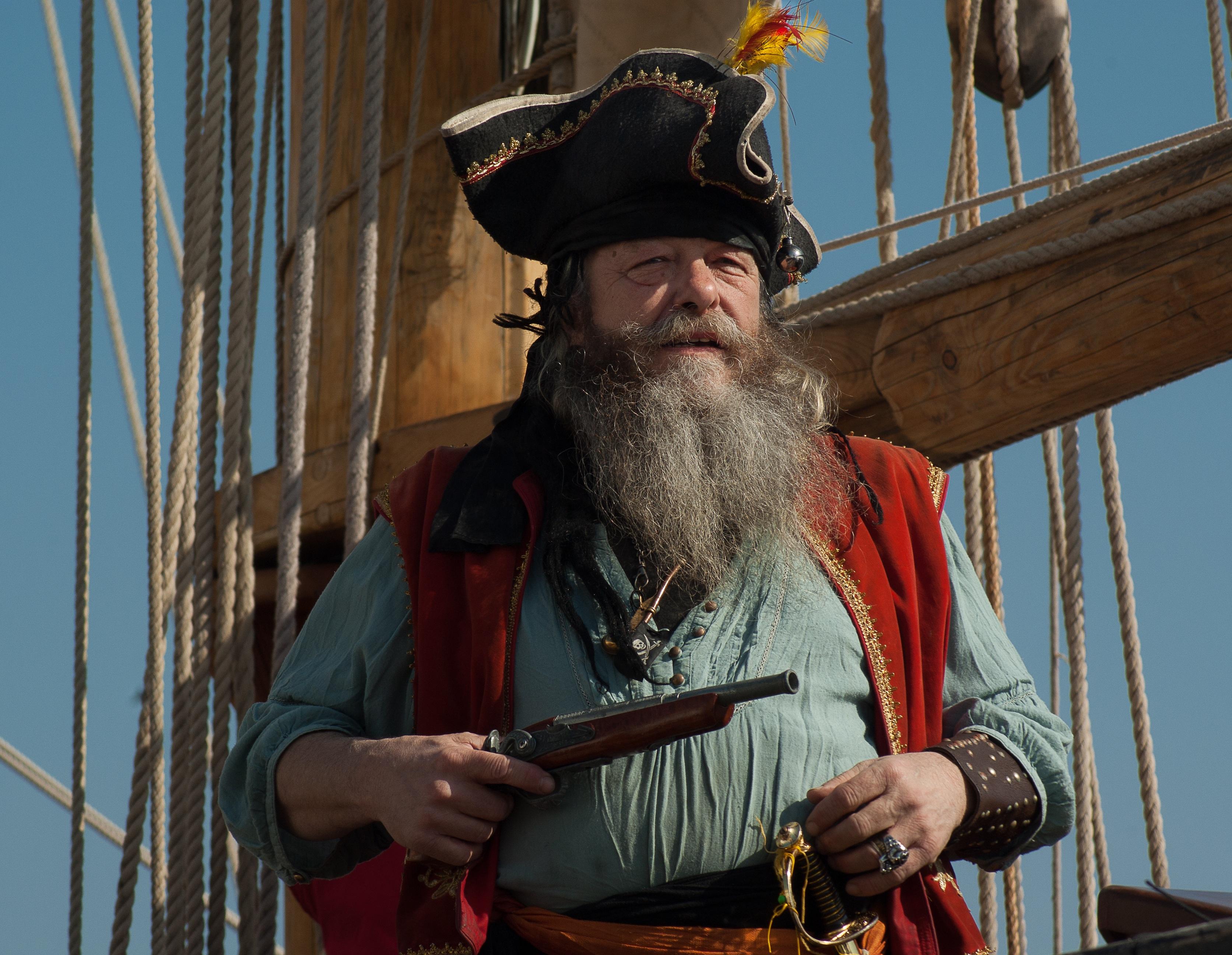 подходит старый пират стихи фото можно отправить других