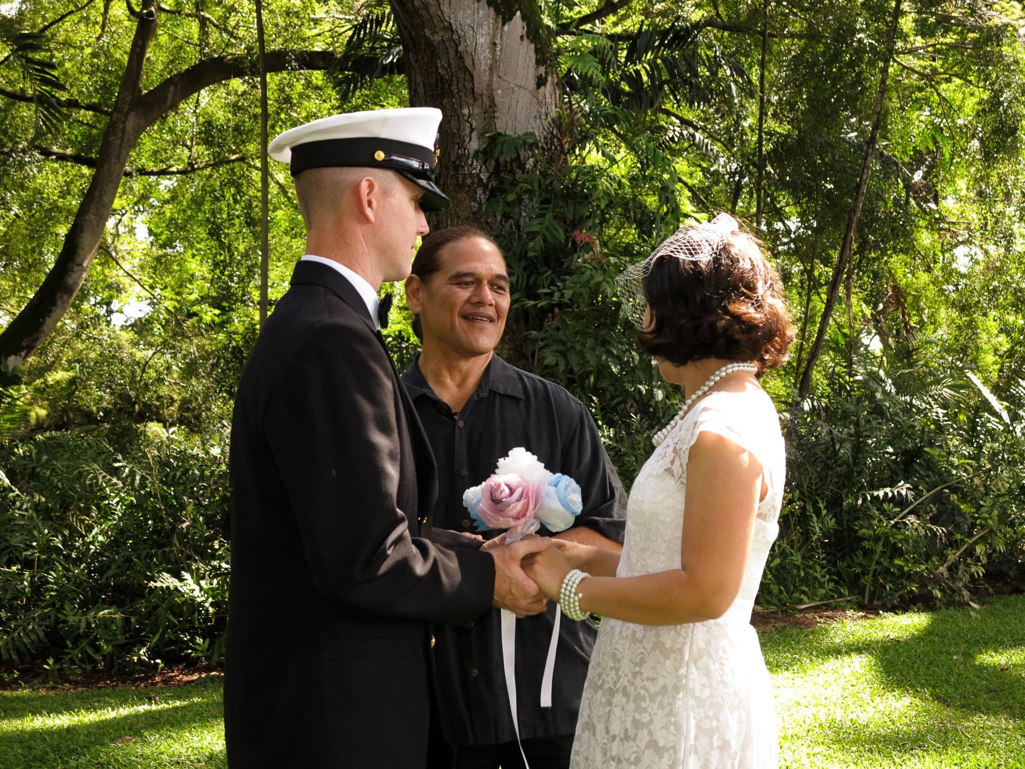 4ec99cff50e1 mand mennesker hawaii bryllup brud Brudgom ceremoni pakker