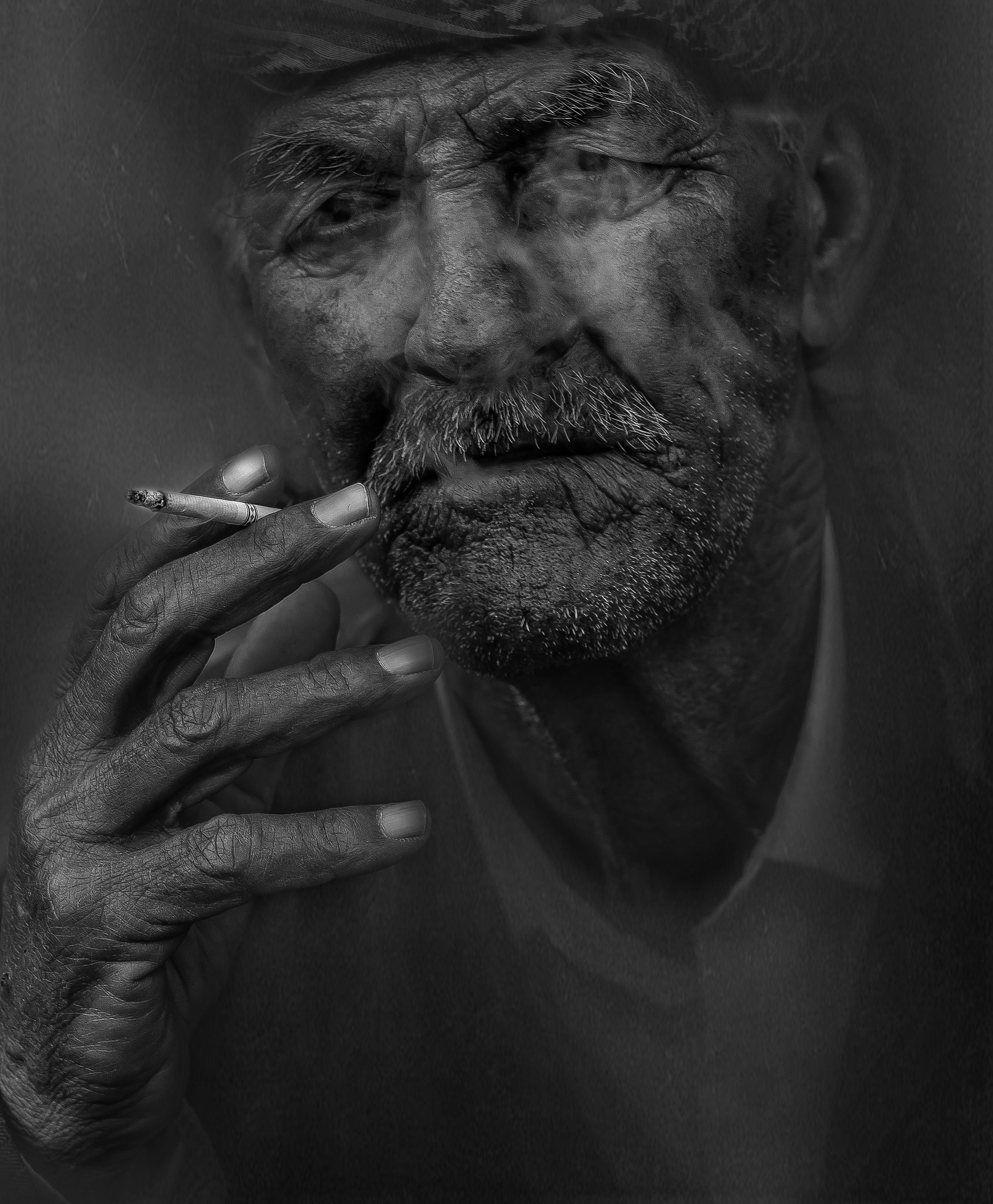 Gambar Manusia Orang Hitam Dan Putih Merokok Potret Satu