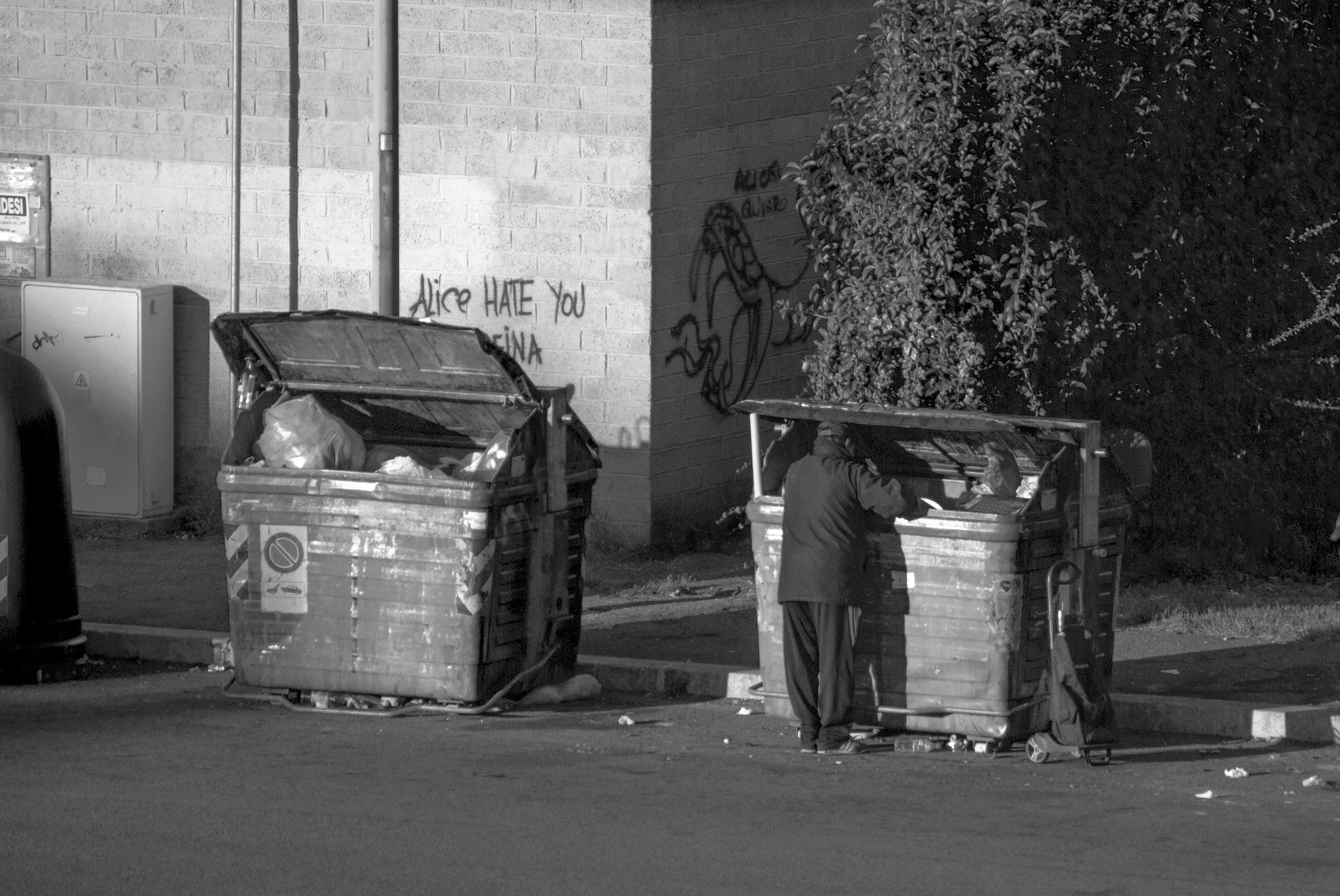 images gratuites   homme  la personne  noir et blanc  route  rue  la photographie  solitude