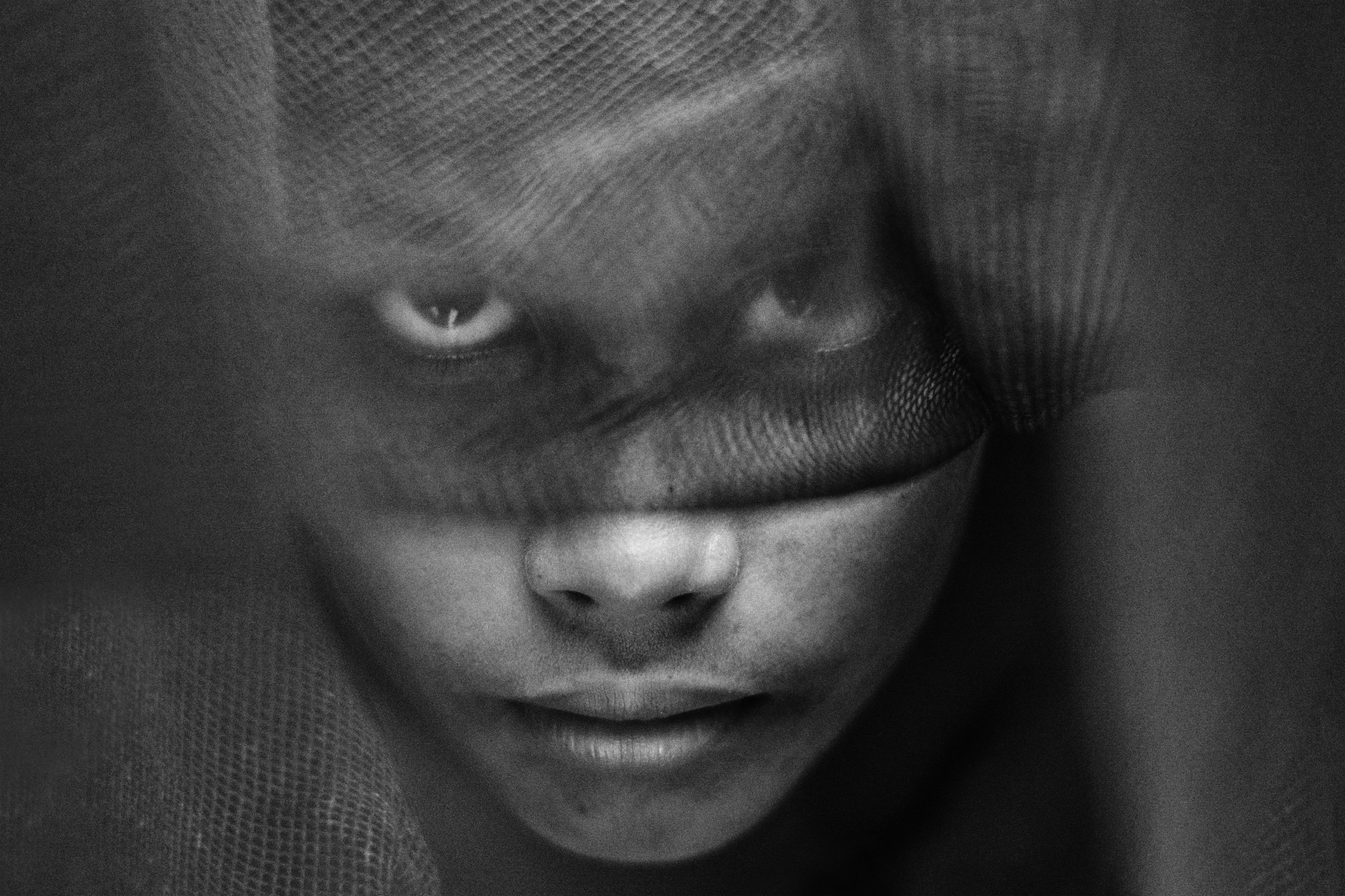 быть затемнение части черно белой фотографии память