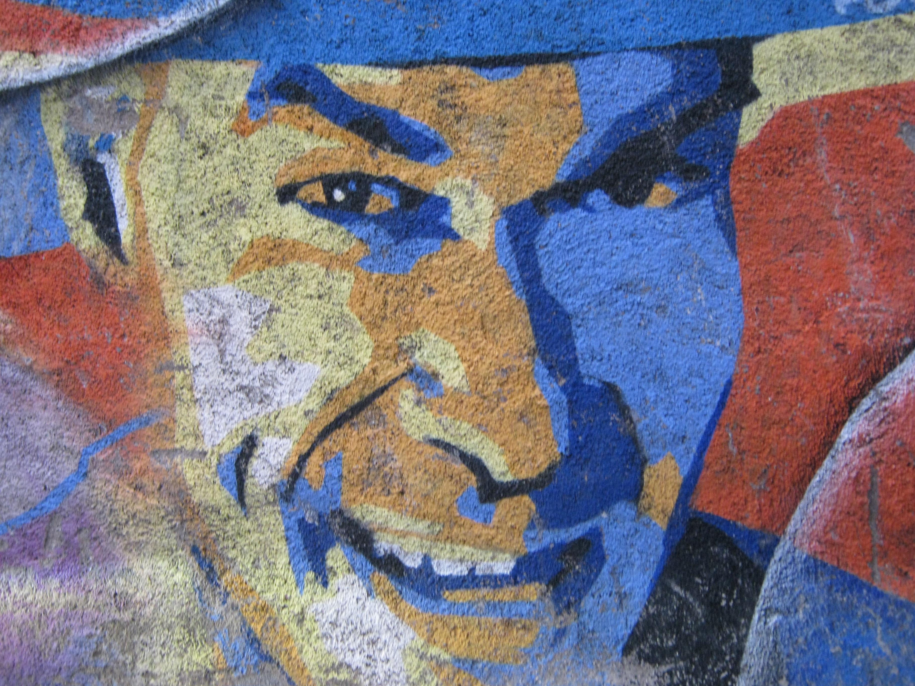 Fotos Gratis : Hombre, Persona, Ver, Pared, Chico, Retrato, Color, Azul, De  Cerca, Pintada, Sonreír, Juguetón, Ceja, Arte Callejero, Art, Uno, Mural,  ...