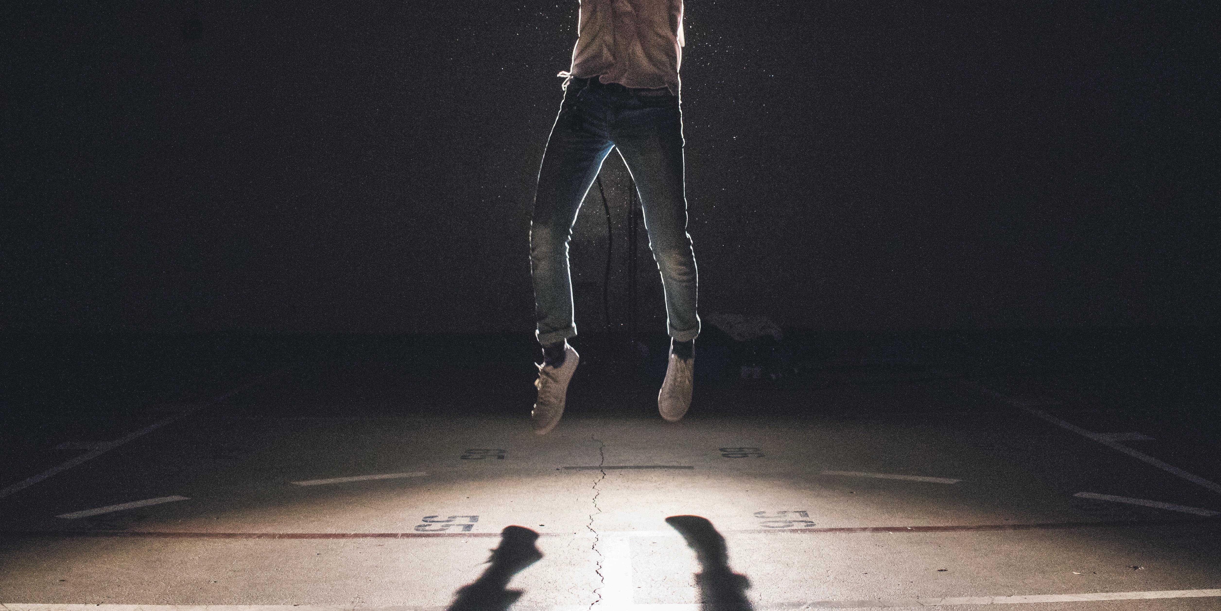 Fotos gratis : hombre, persona, ligero, saltar, Saltando, sombra ...