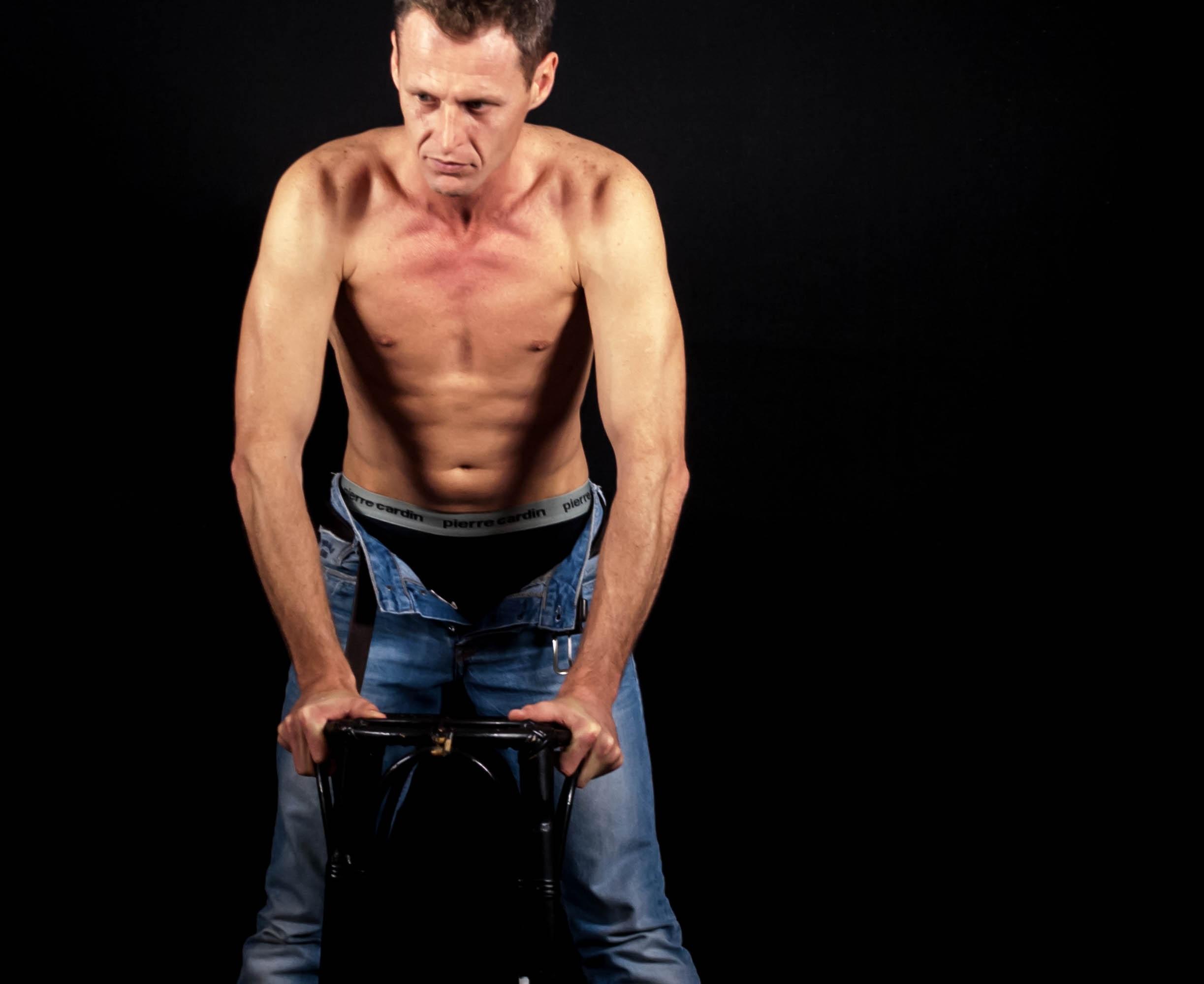 homme la personne mâle bras muscle poitrine corps humain étirage corps  posture attitude la musculation gymnastique 84b5eaf91f5