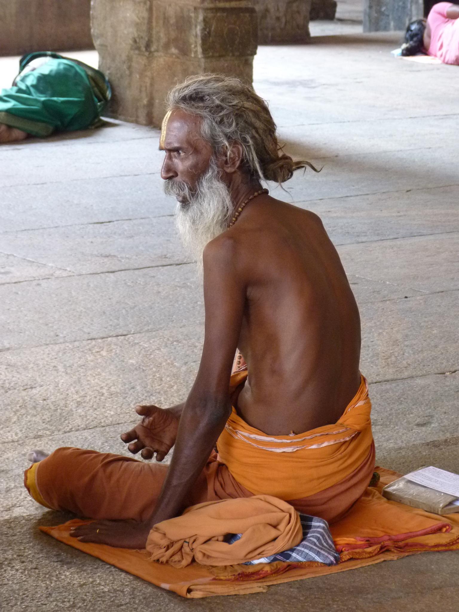 также посетить стоячие монахи индия фото дня