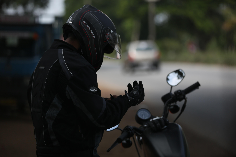 фото байкеров на мотоциклах в шлемах раз