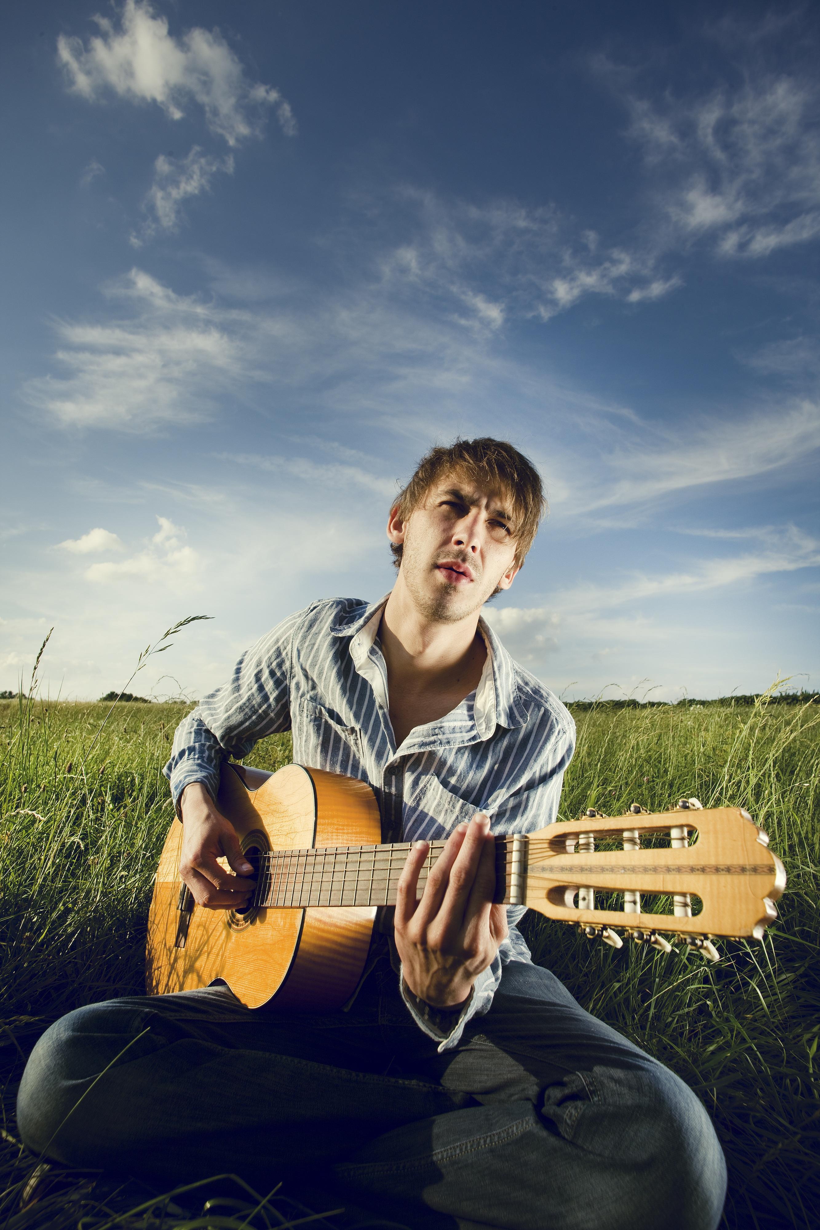 друг фото людей с гитарой упаковке скоропортящихся