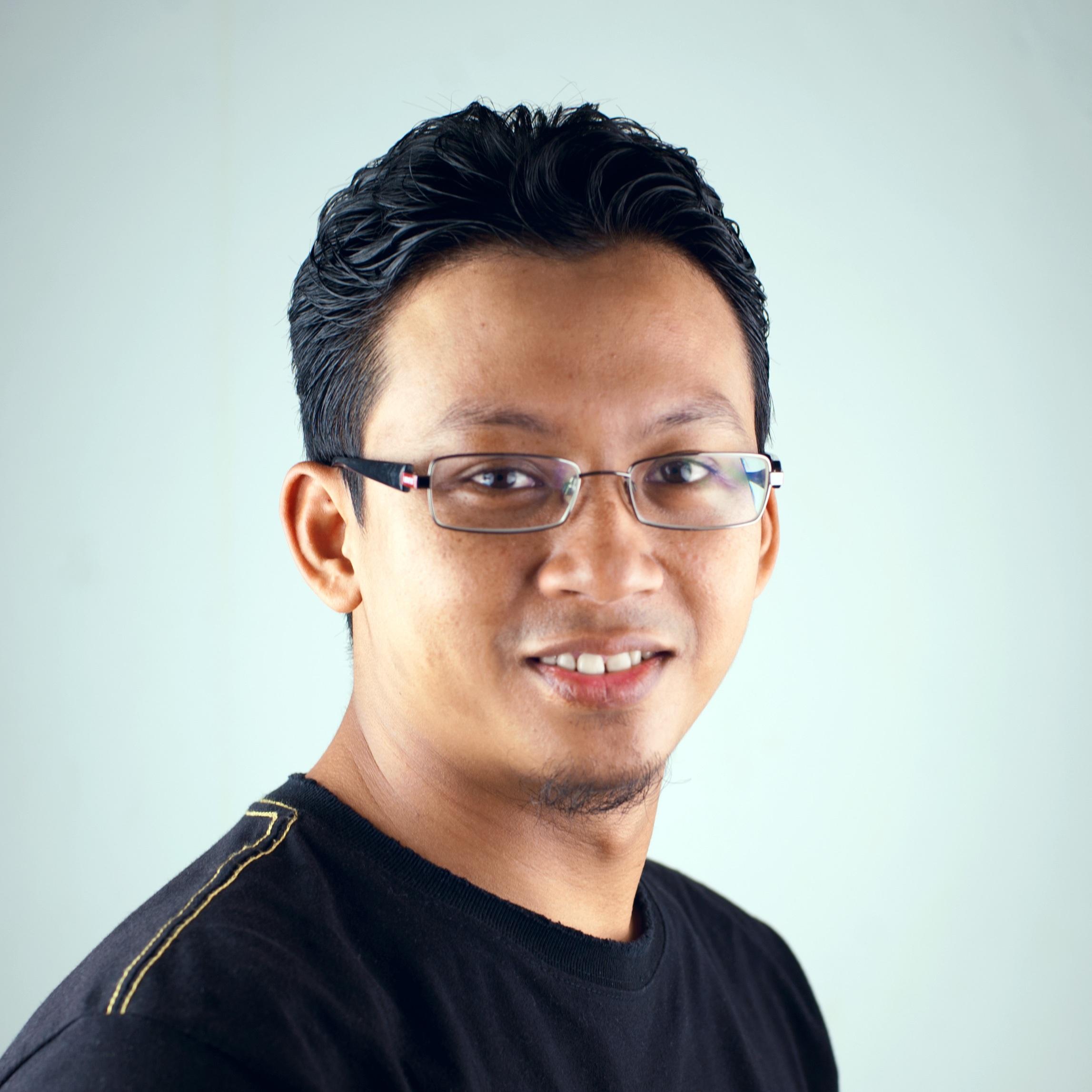 Gözlük Kullananlar İçin Saç Modelleri