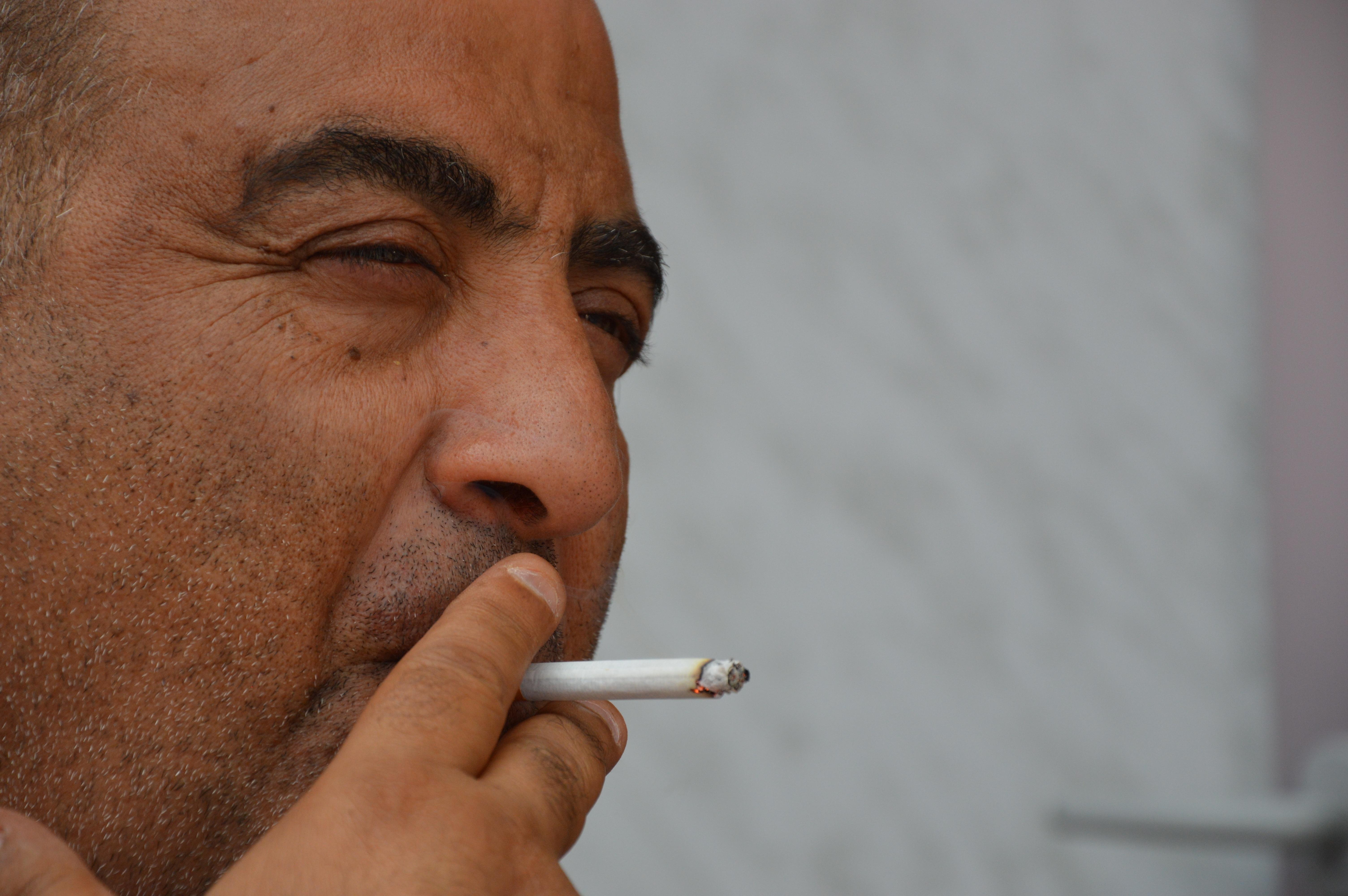 сегодня толстый мужик с сигаретой фото это