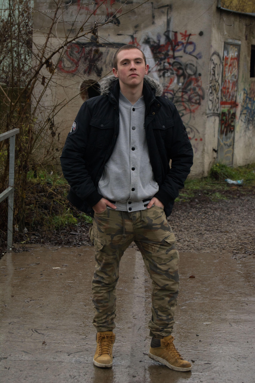 b56d01812084c hombre persona calle masculino chico joven primavera negocio ropa chaqueta  lluvioso Nuestro éxito