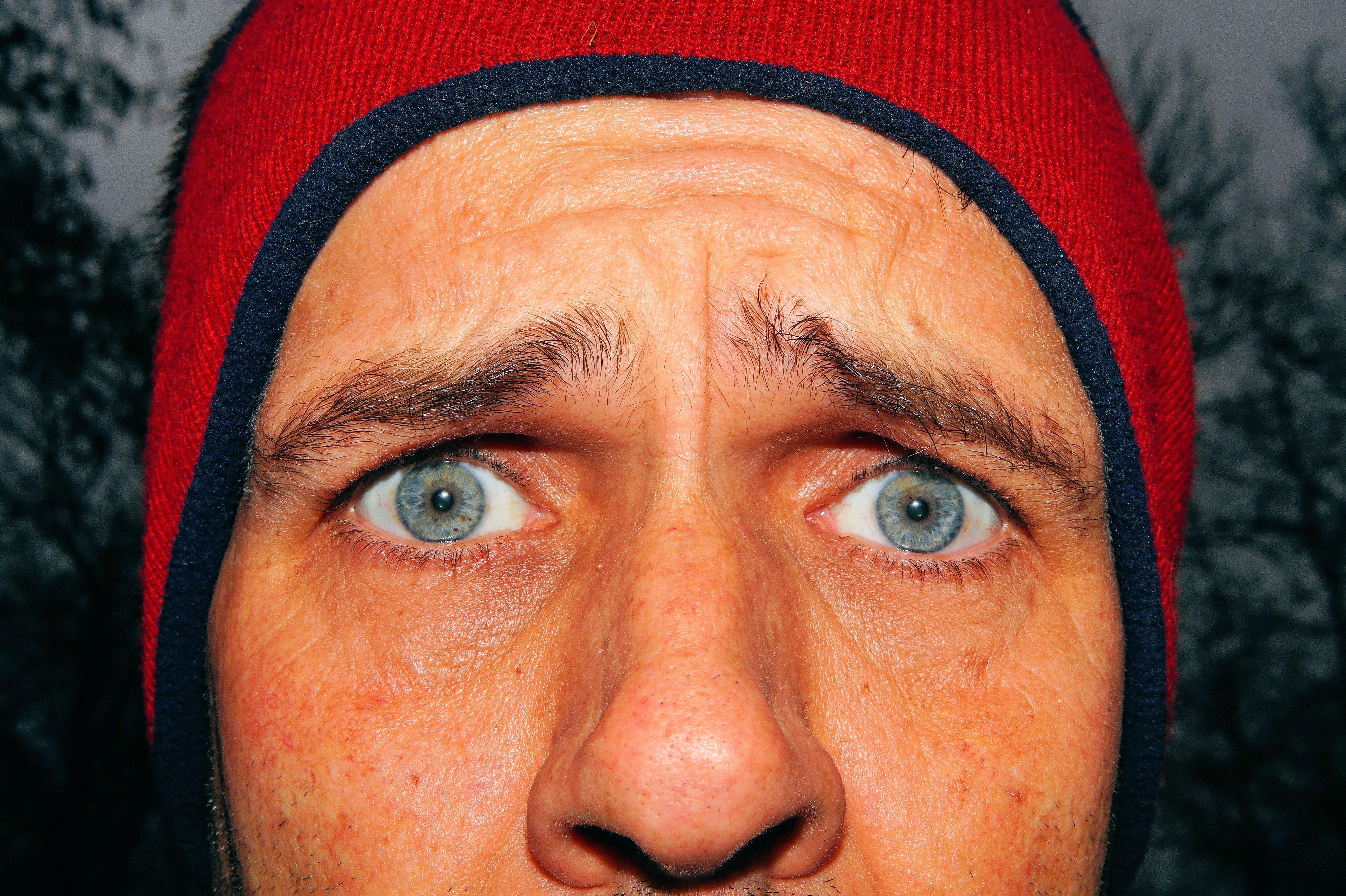 Cejas De Hombre fotos gratis : hombre, retrato, rojo, color, expresión