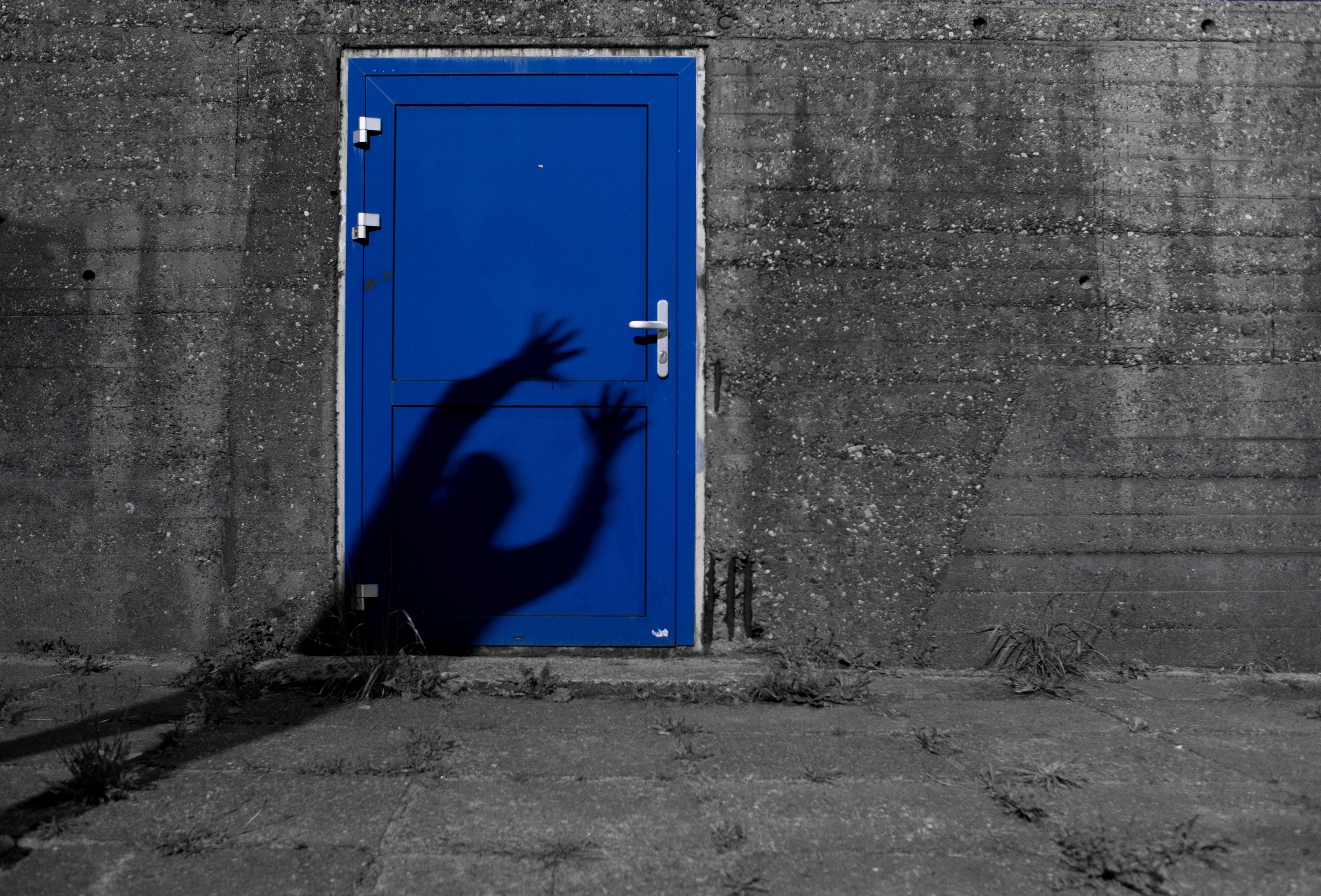 Картинка страшная дверь
